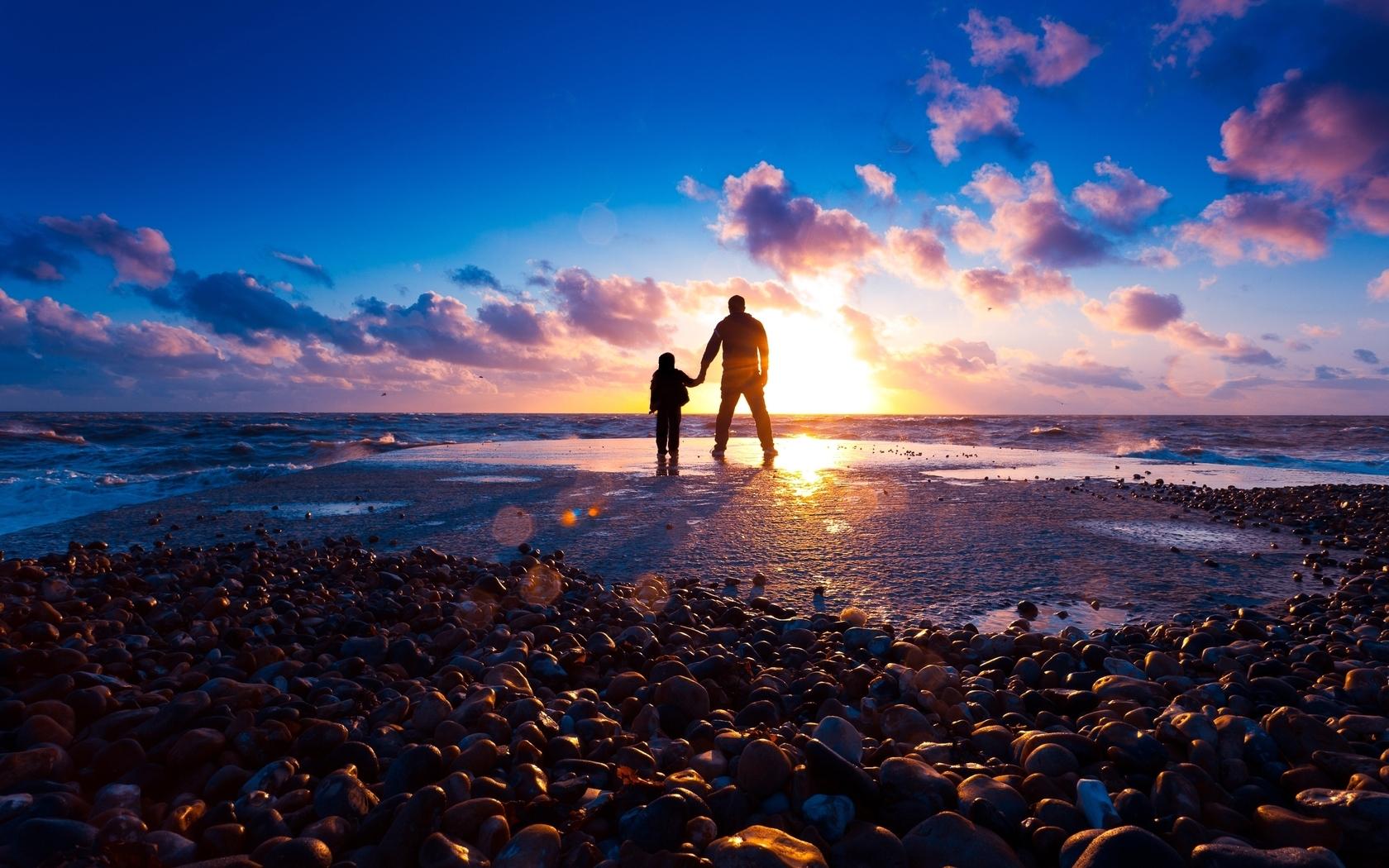 20475 скачать обои Пейзаж, Люди, Закат, Море, Дети, Мужчины, Облака - заставки и картинки бесплатно