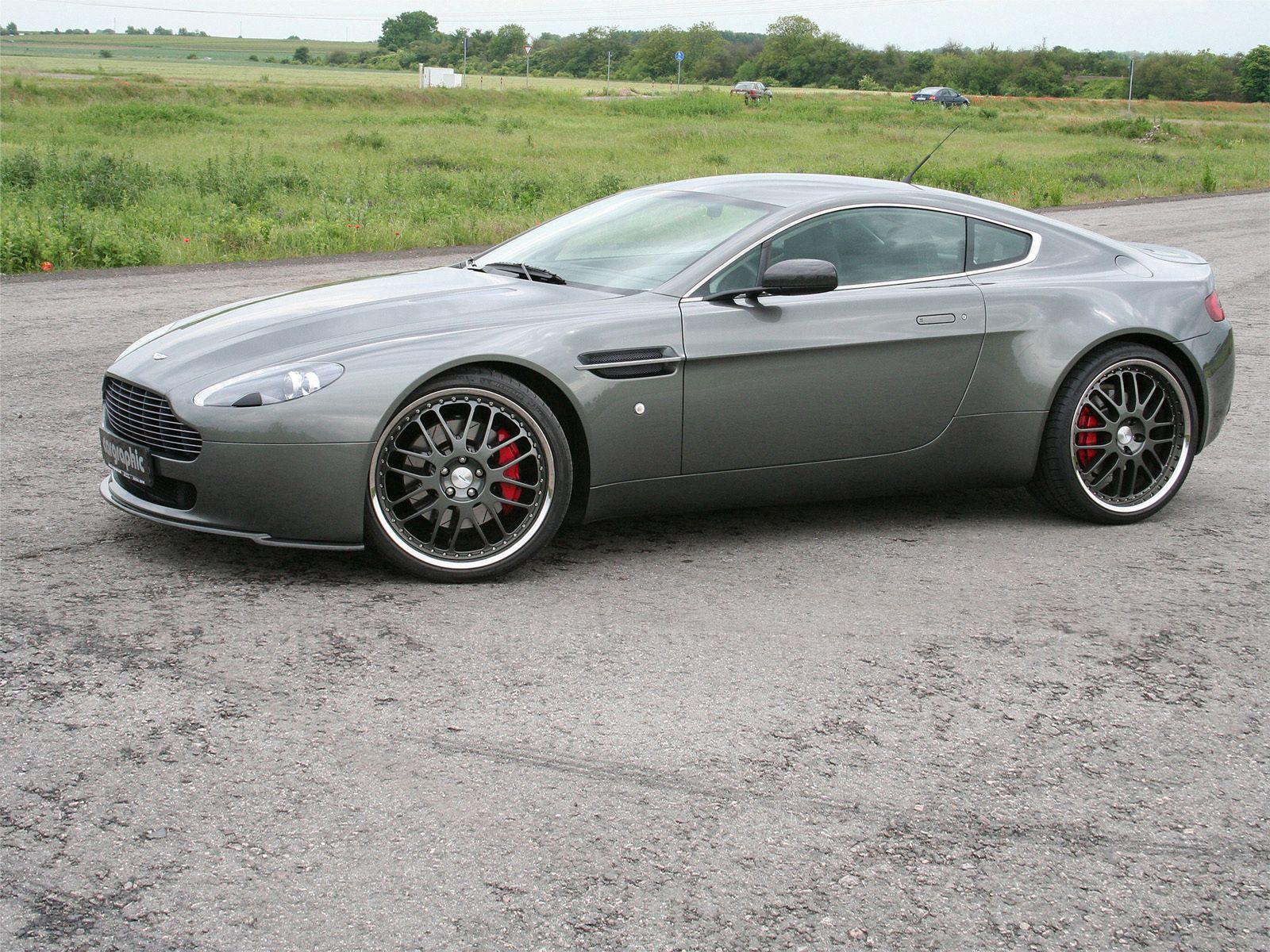 93416 скачать обои Тачки (Cars), Астон Мартин (Aston Martin), V8, Vantage, 2005, Серый, Вид Сбоку, Машины, Природа - заставки и картинки бесплатно