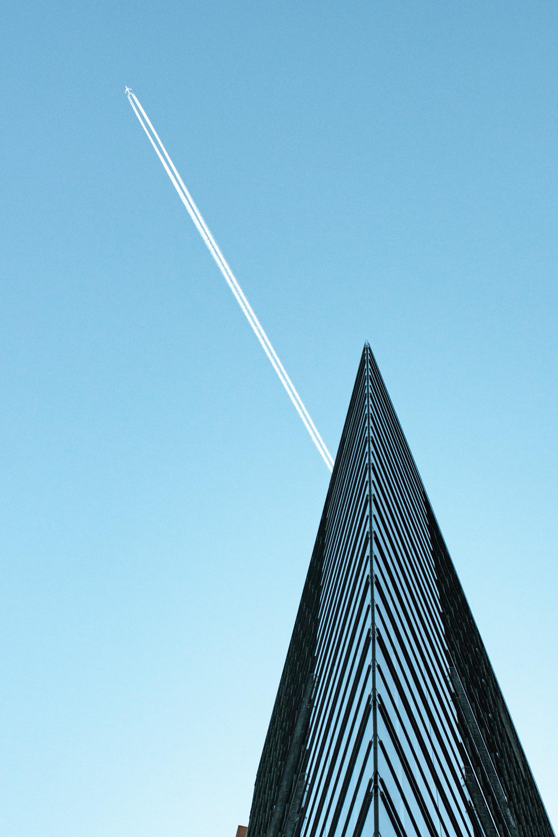 147344壁紙のダウンロードミニマリズム, 建物, 飛行機, 追跡, 跡, スカイ-スクリーンセーバーと写真を無料で