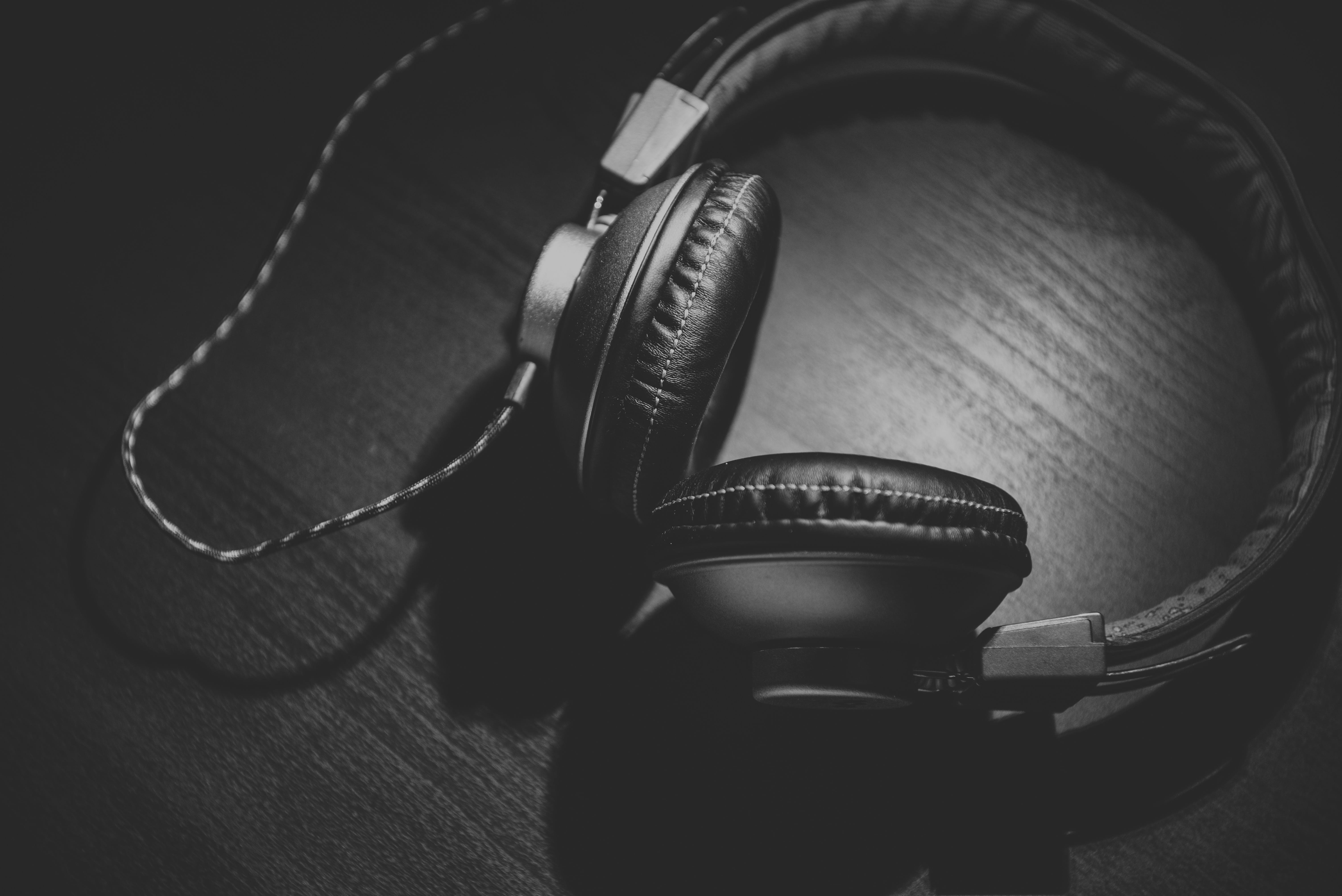 69813 Screensavers and Wallpapers Bw for phone. Download Music, Headset, Headphones, Bw, Chb, Typeface pictures for free