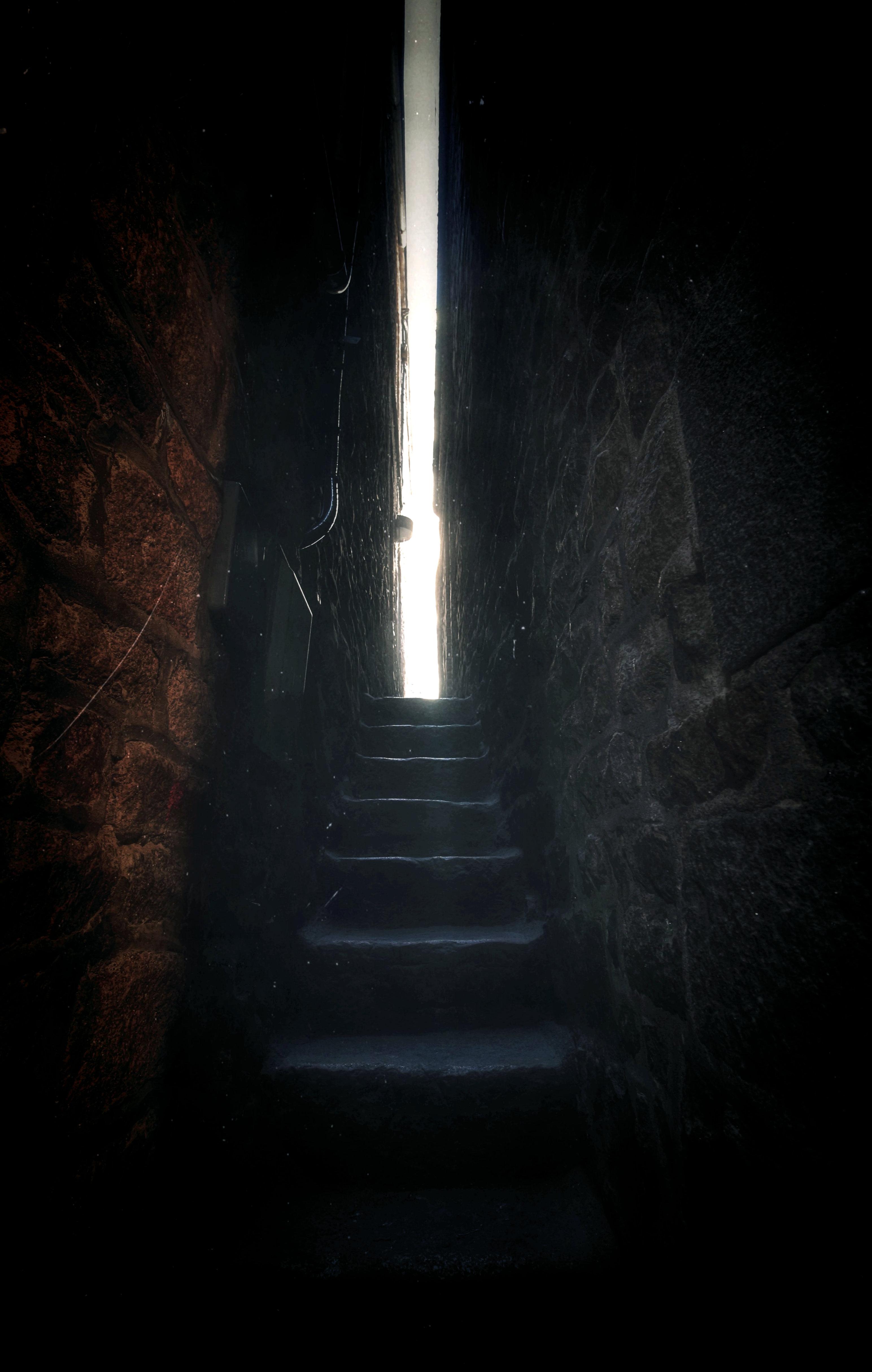 140260 papel de parede 320x480 em seu telefone gratuitamente, baixe imagens Escuro, Paredes, Brilhar, Luz, Escadaria, Escada, Sombrio, Fenda 320x480 em seu celular