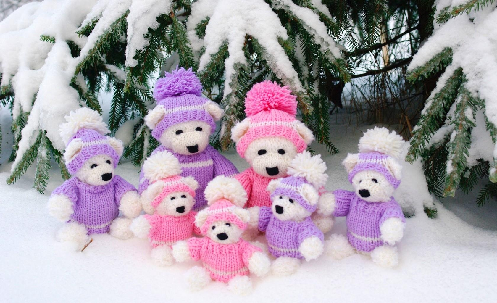 149975 Screensavers and Wallpapers Bears for phone. Download Holidays, New Year, Snow, Bears, Christmas, Family, Needles, Is Sitting, Sits pictures for free
