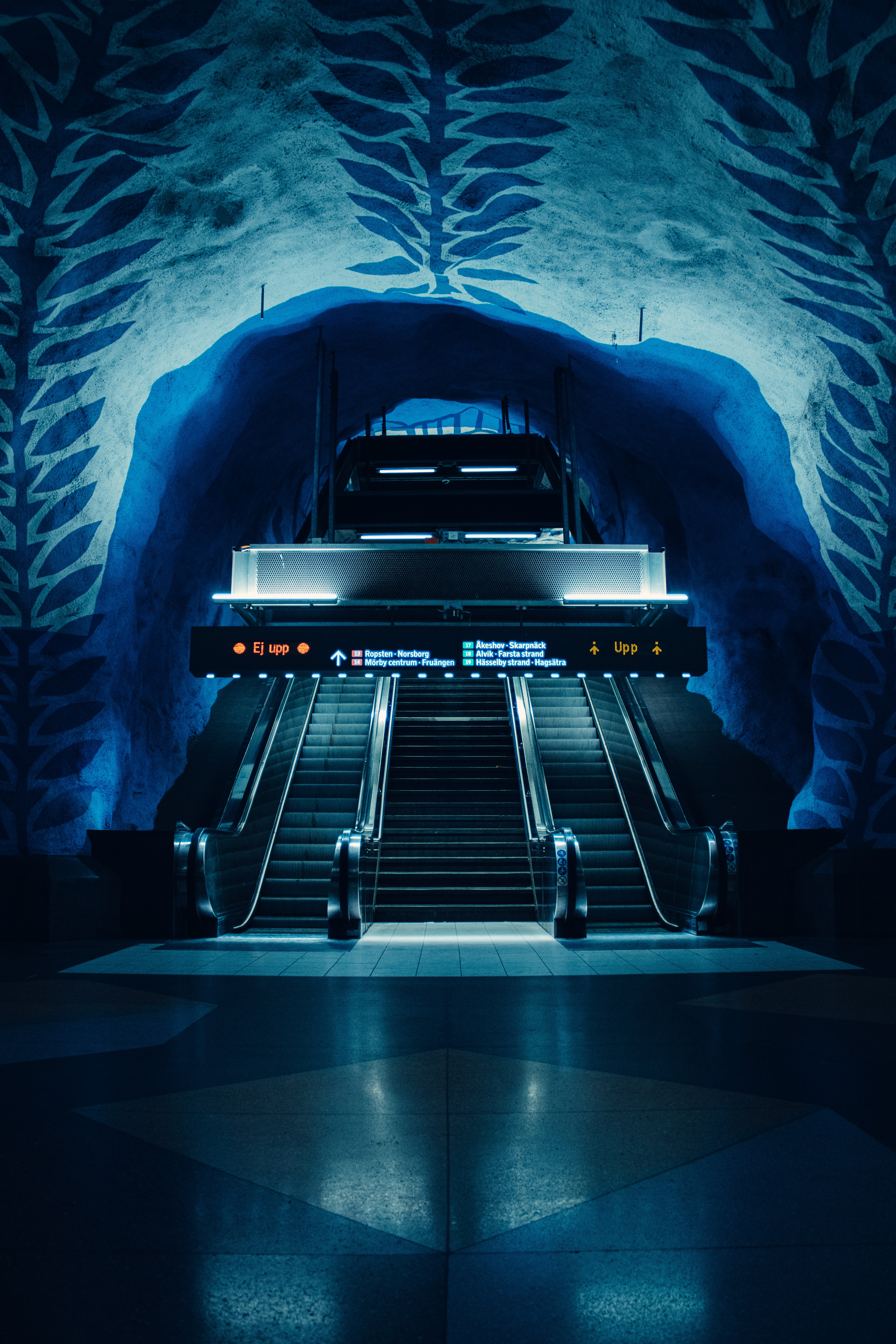 104382 Screensavers and Wallpapers Metro for phone. Download Dark, Miscellanea, Miscellaneous, Tunnel, Station, Metro, Subway, Escalator pictures for free