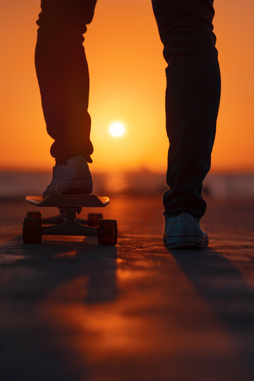 137284 fond d'écran 480x800 sur votre téléphone gratuitement, téléchargez des images Sport, Coucher De Soleil, Briller, Lumière, Jambes, Planche À Roulette, Skateboard 480x800 sur votre mobile