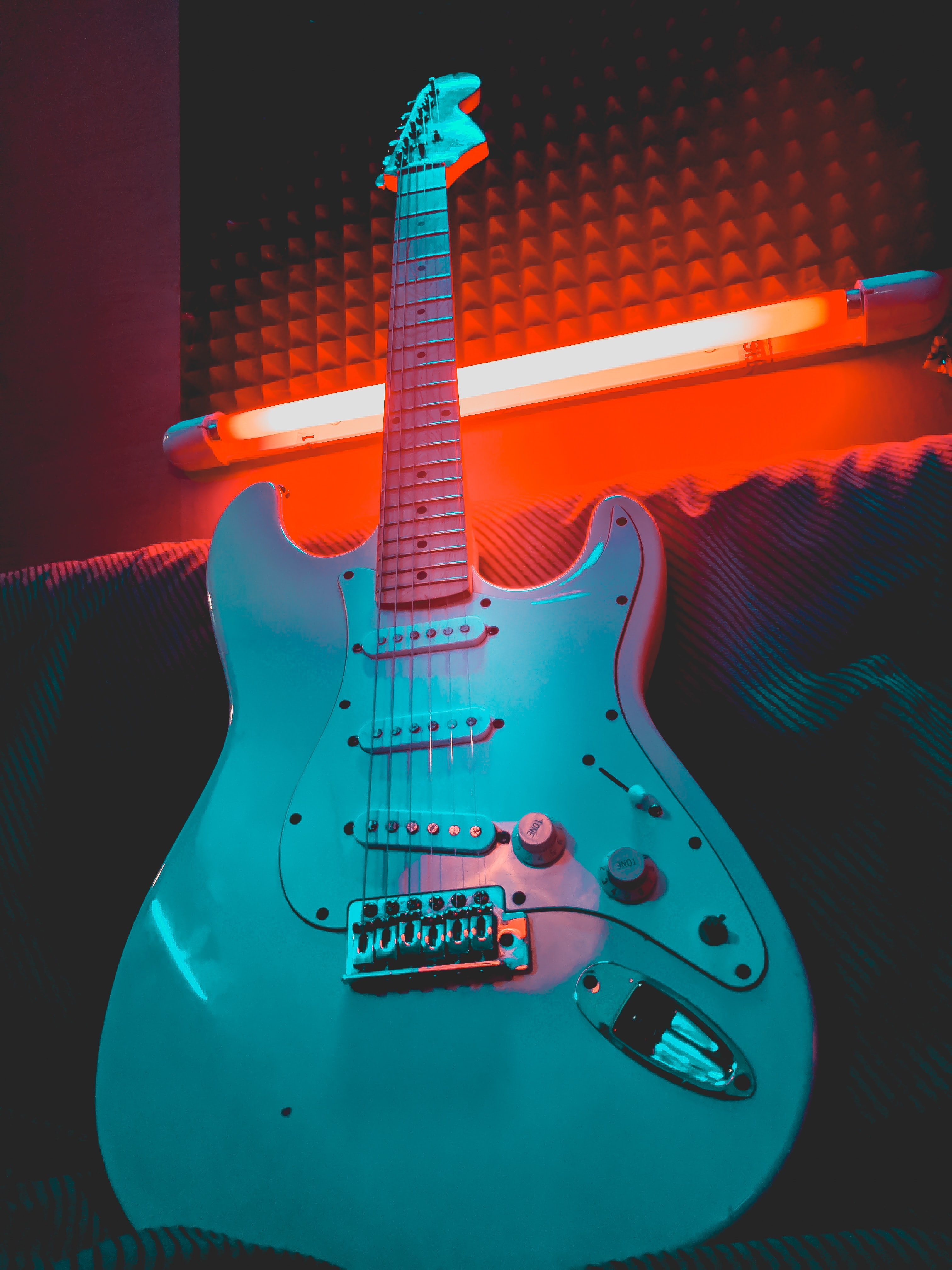 98402 download wallpaper Music, Electric Guitar, Guitar, Musical Instrument, Neon, Shine, Light screensavers and pictures for free