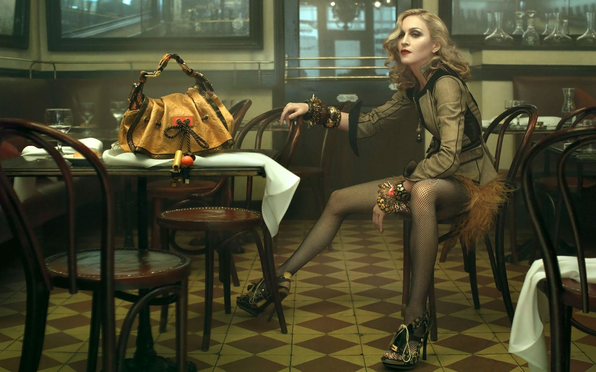 24284 download wallpaper Music, Cinema, Girls, Artists, Madonna screensavers and pictures for free