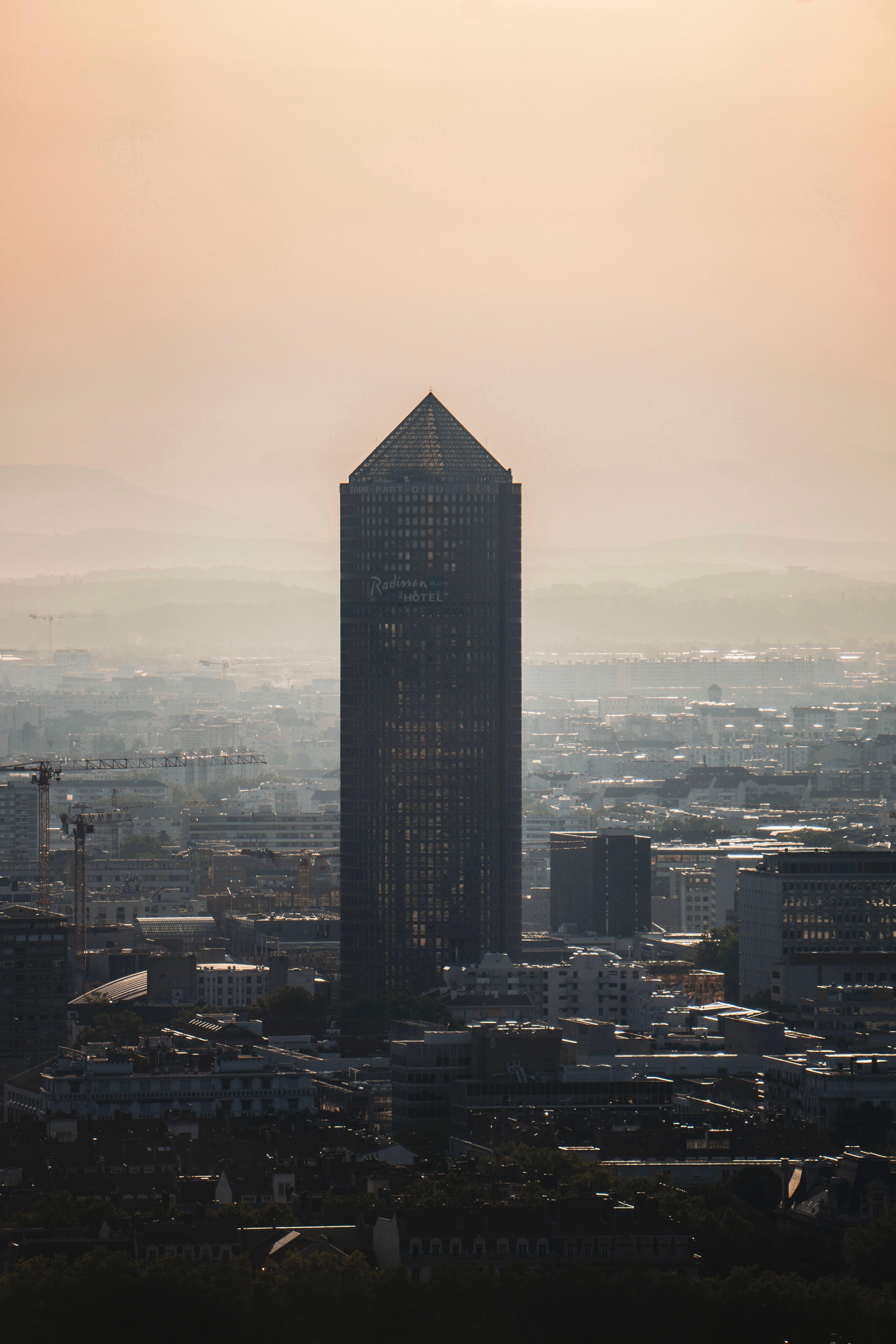145693壁紙のダウンロード建物, 超高層ビル, 市, 都市, 霧, アーキテクチャ-スクリーンセーバーと写真を無料で