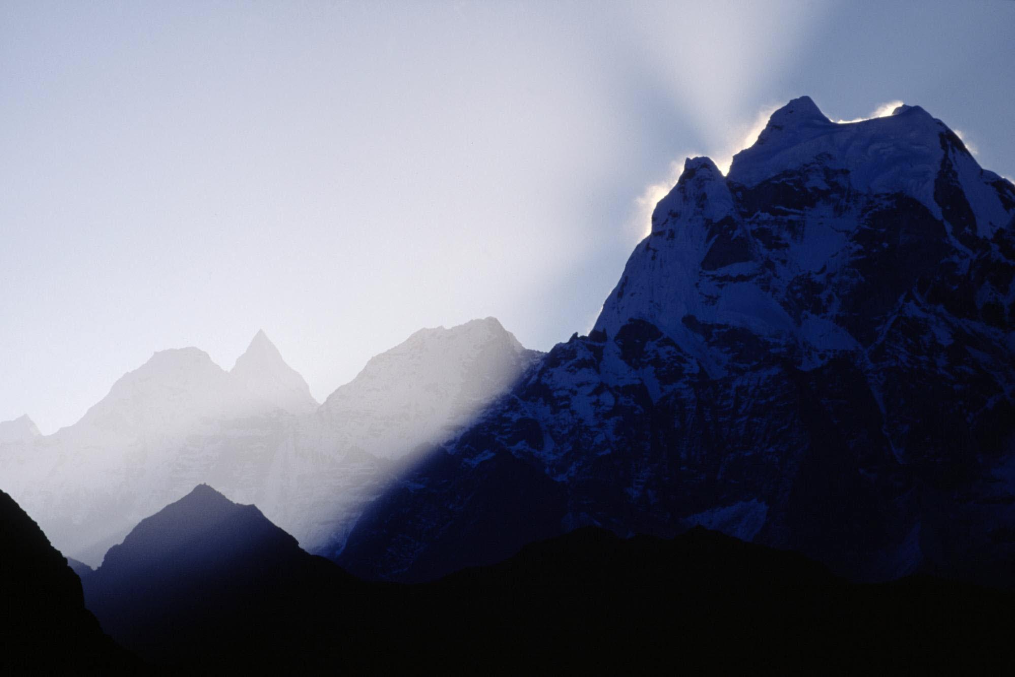 99595 Заставки и Обои Азия на телефон. Скачать Природа, Горы, Азия, Туман, Тени картинки бесплатно