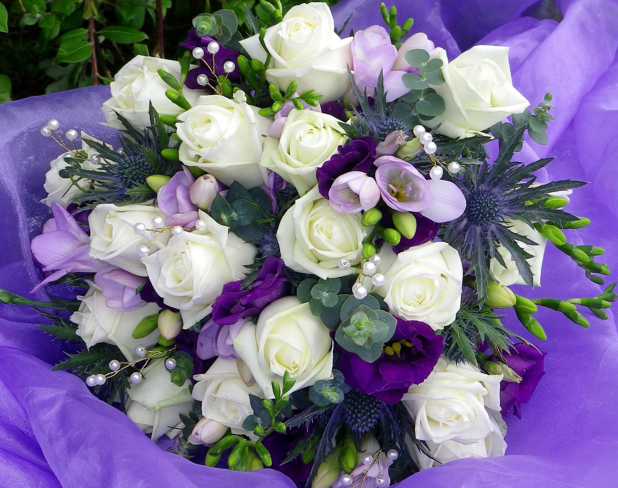 101548 скачать обои Розы, Букет, Цветы, Оформление, Сиреневый, Украшение, Лизиантус Рассела, Фрезия - заставки и картинки бесплатно