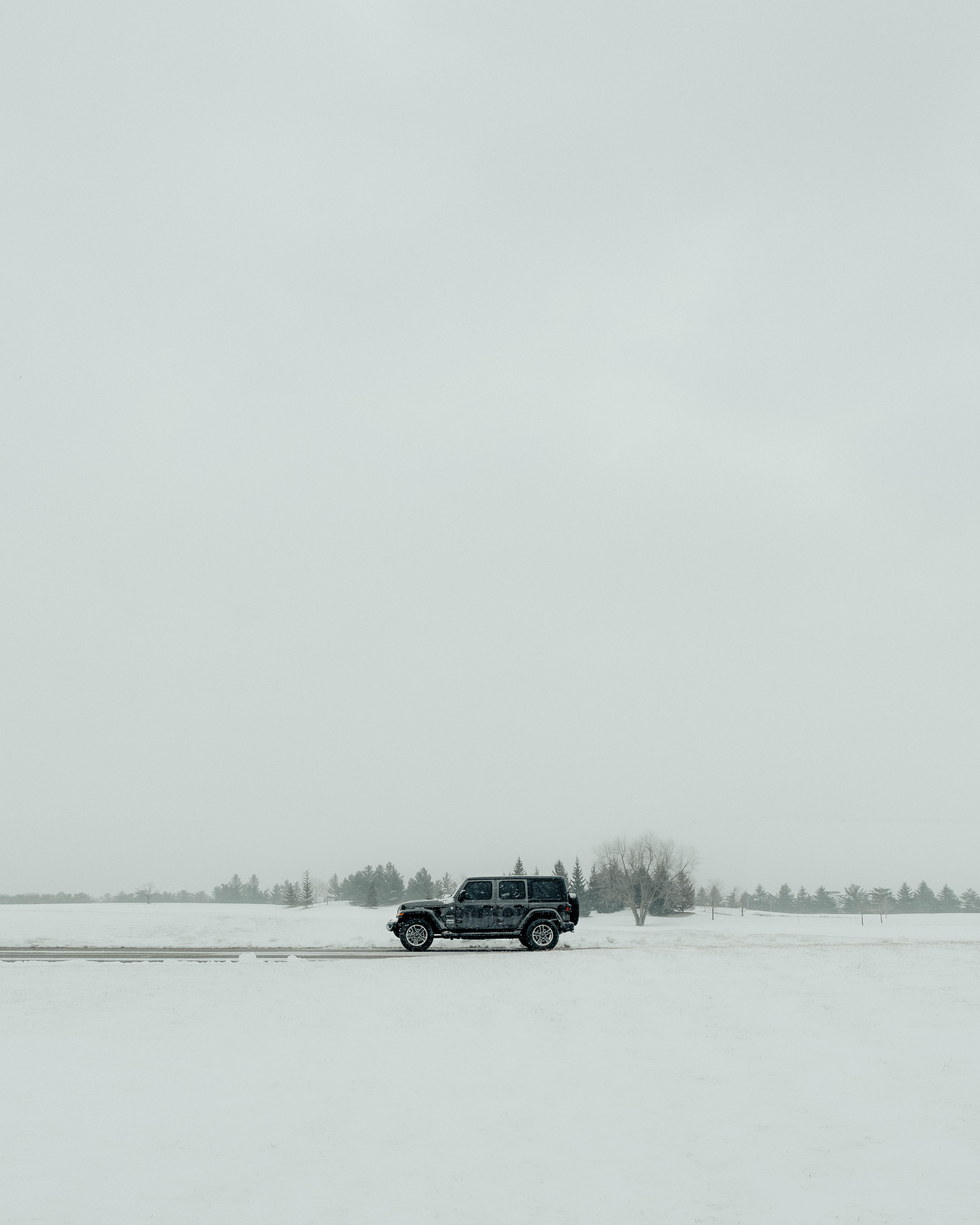 119911 скачать обои Внедорожник, Зима, Снег, Тачки (Cars), Автомобиль, Черный - заставки и картинки бесплатно