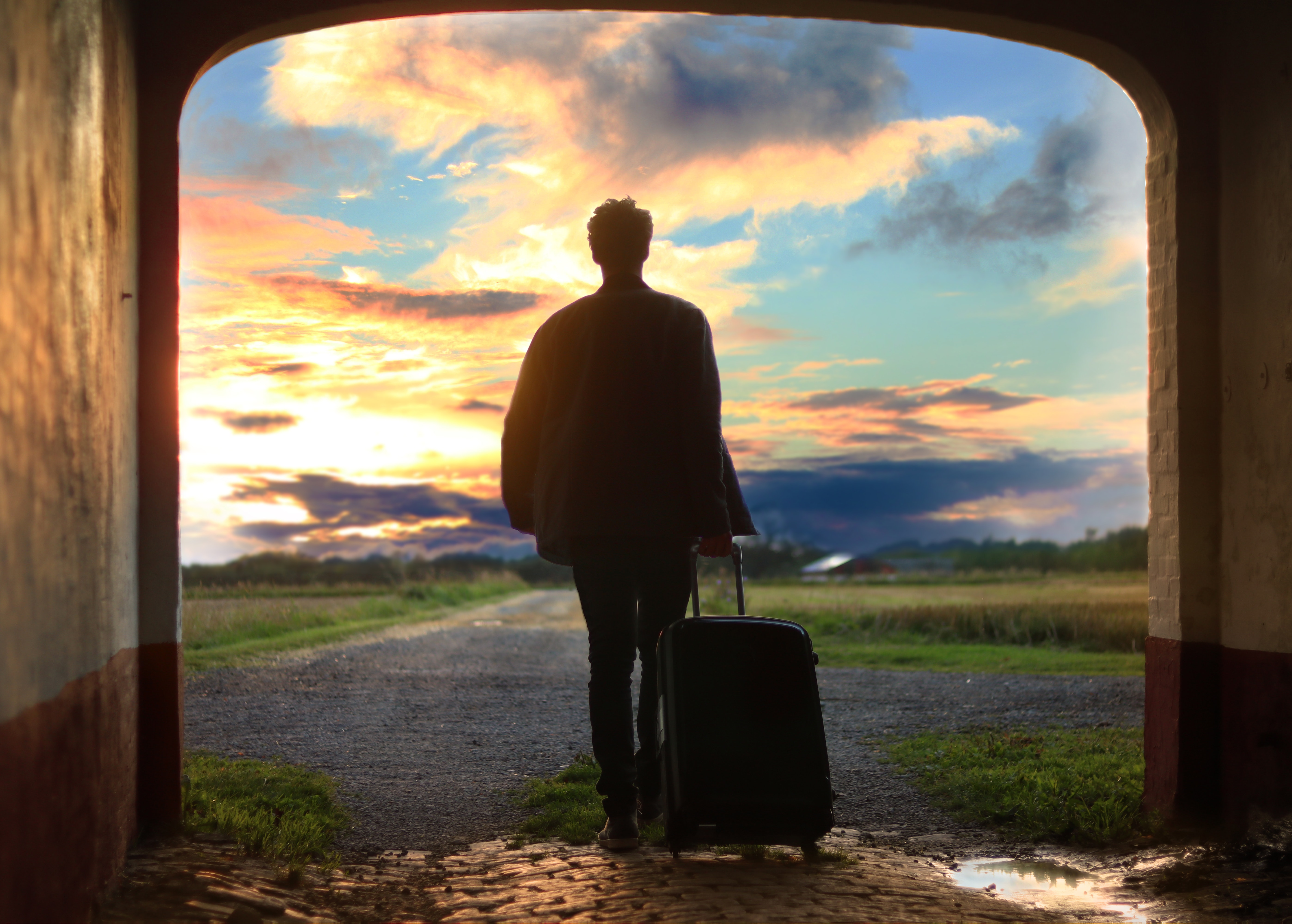 136466 download wallpaper Dawn, Miscellanea, Miscellaneous, Journey, Human, Person, Suitcase screensavers and pictures for free