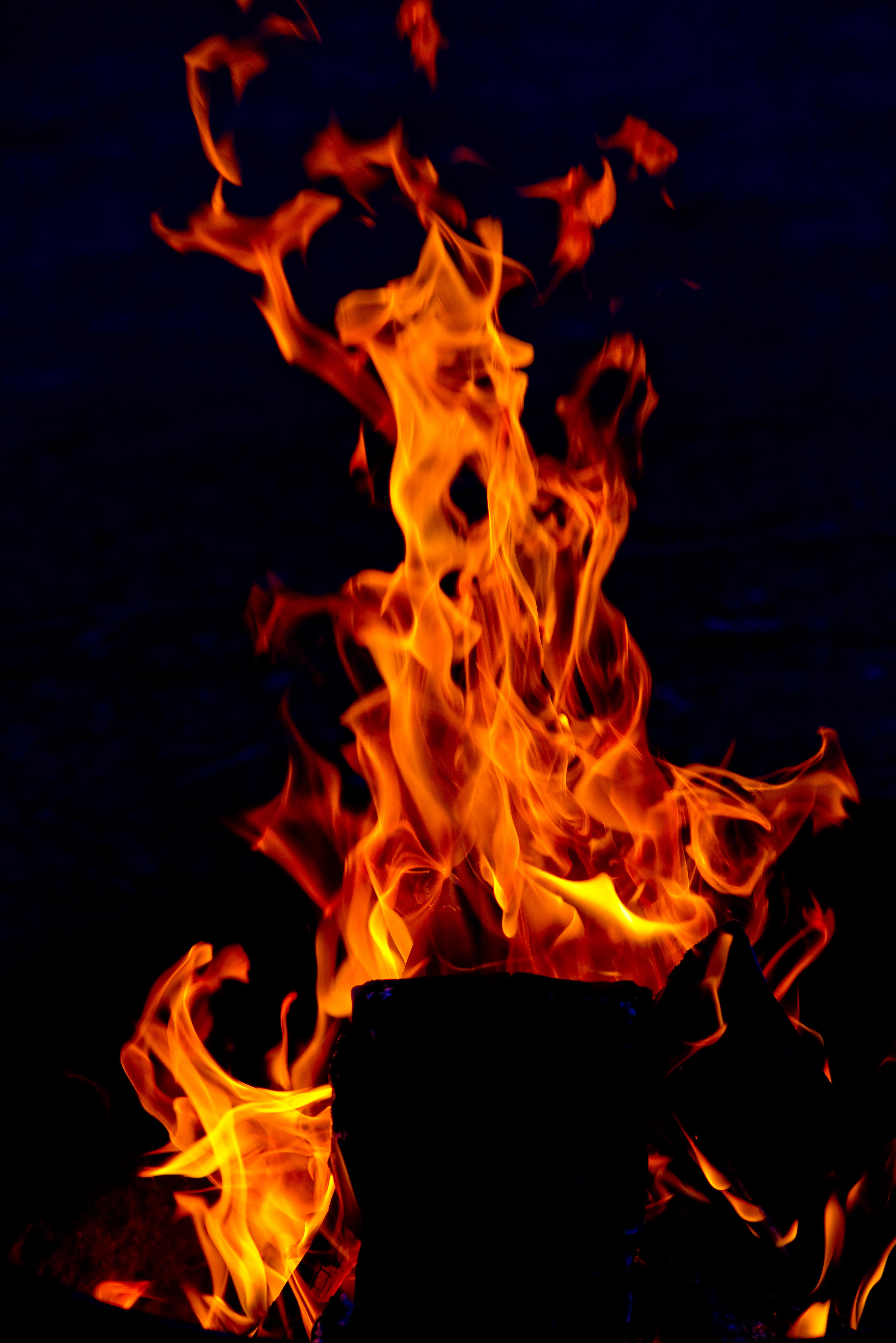 153657 Заставки и Обои Огонь на телефон. Скачать Огонь, Темные, Пламя, Красный, Темный, Языки Пламени картинки бесплатно