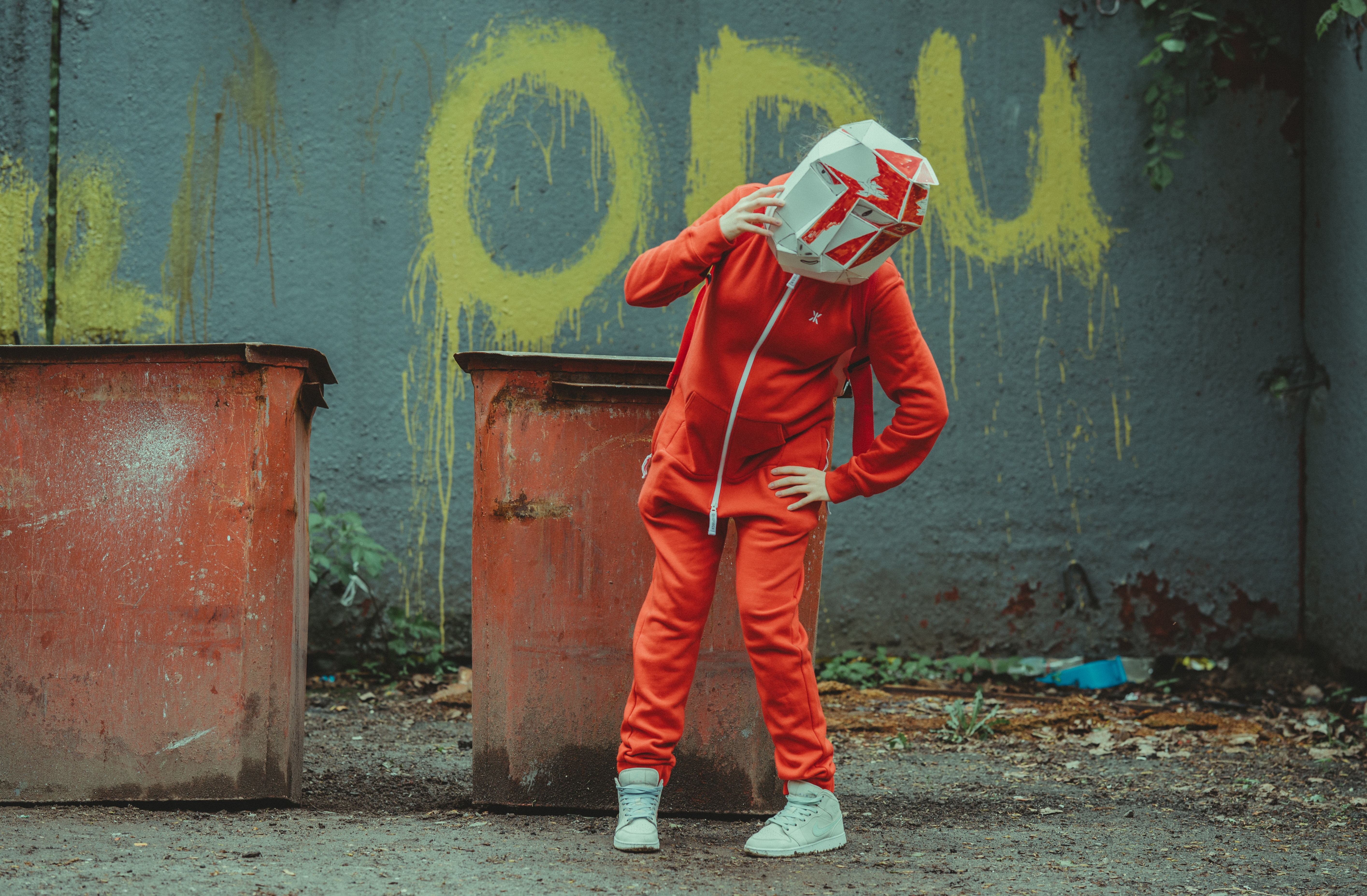 155331 download wallpaper Miscellanea, Miscellaneous, Human, Person, Mask, Helmet, Box screensavers and pictures for free