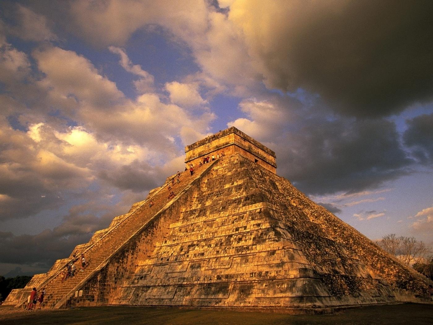 24390 скачать обои Пейзаж, Архитектура, Облака, Пирамиды - заставки и картинки бесплатно