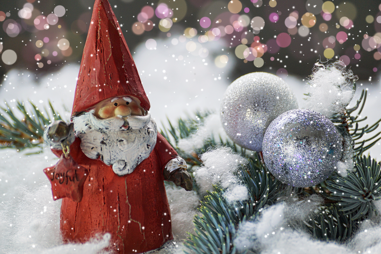 130912 Hintergrundbild herunterladen Feiertage, Neujahr, Väterchen Frost, Weihnachtsmann, Neues Jahr, Statuette - Bildschirmschoner und Bilder kostenlos