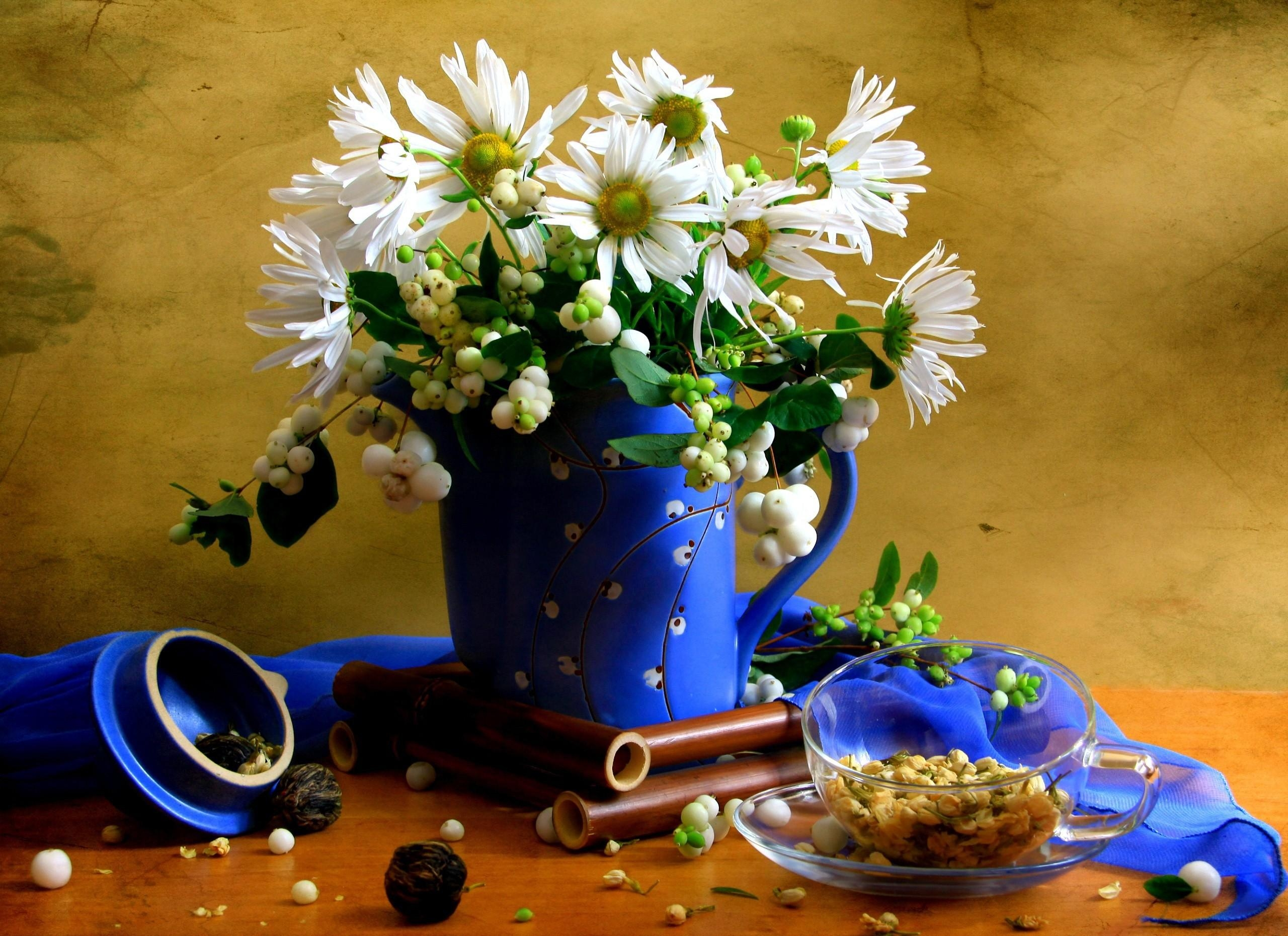 106002 Screensavers and Wallpapers Scarf for phone. Download Flowers, Camomile, Cup, Bouquet, Jug, Tea, Scarf pictures for free
