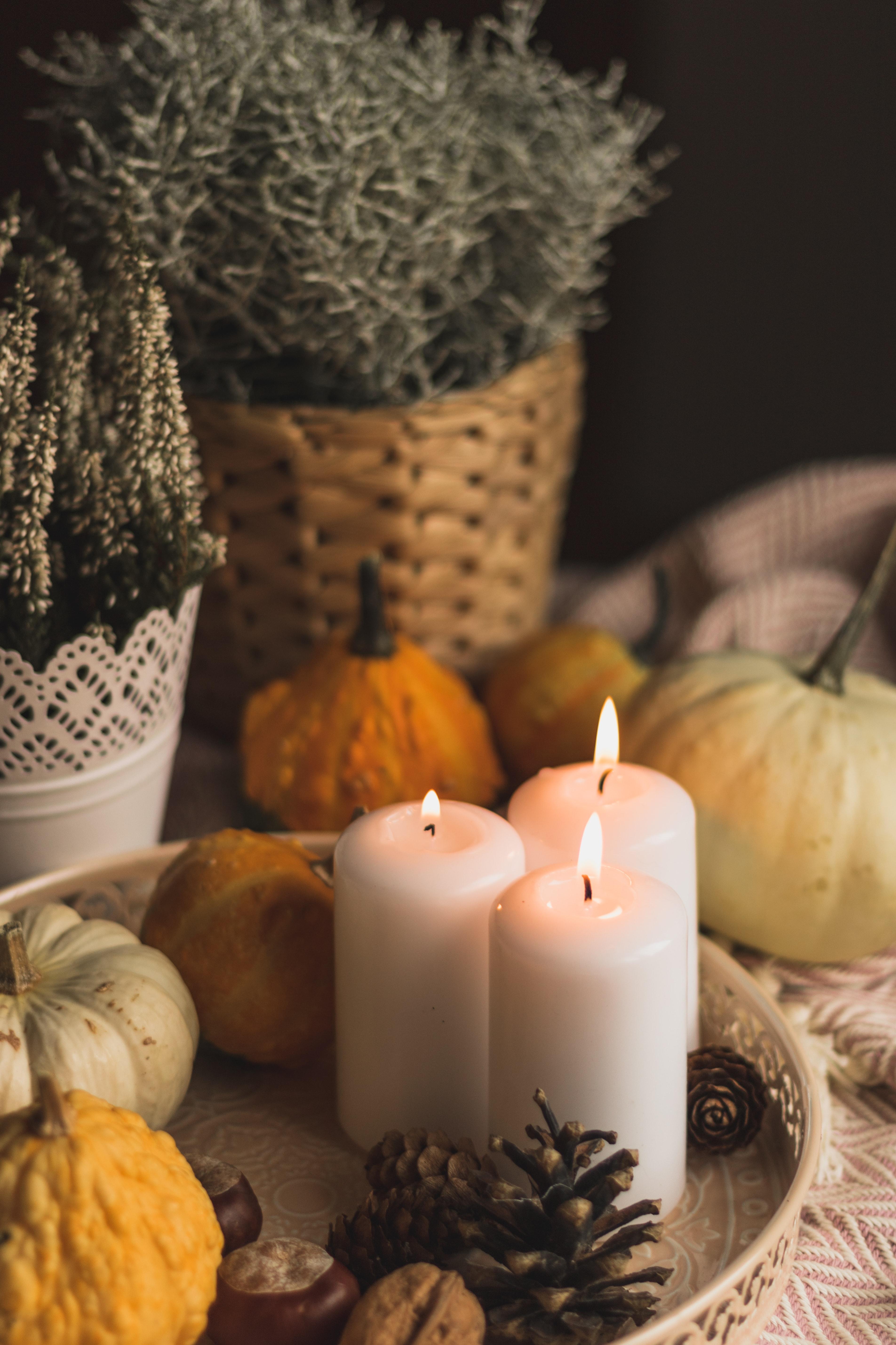 87260 скачать обои Разное, Свечи, Пламя, Хэллоуин, Шишки, Тыквы - заставки и картинки бесплатно