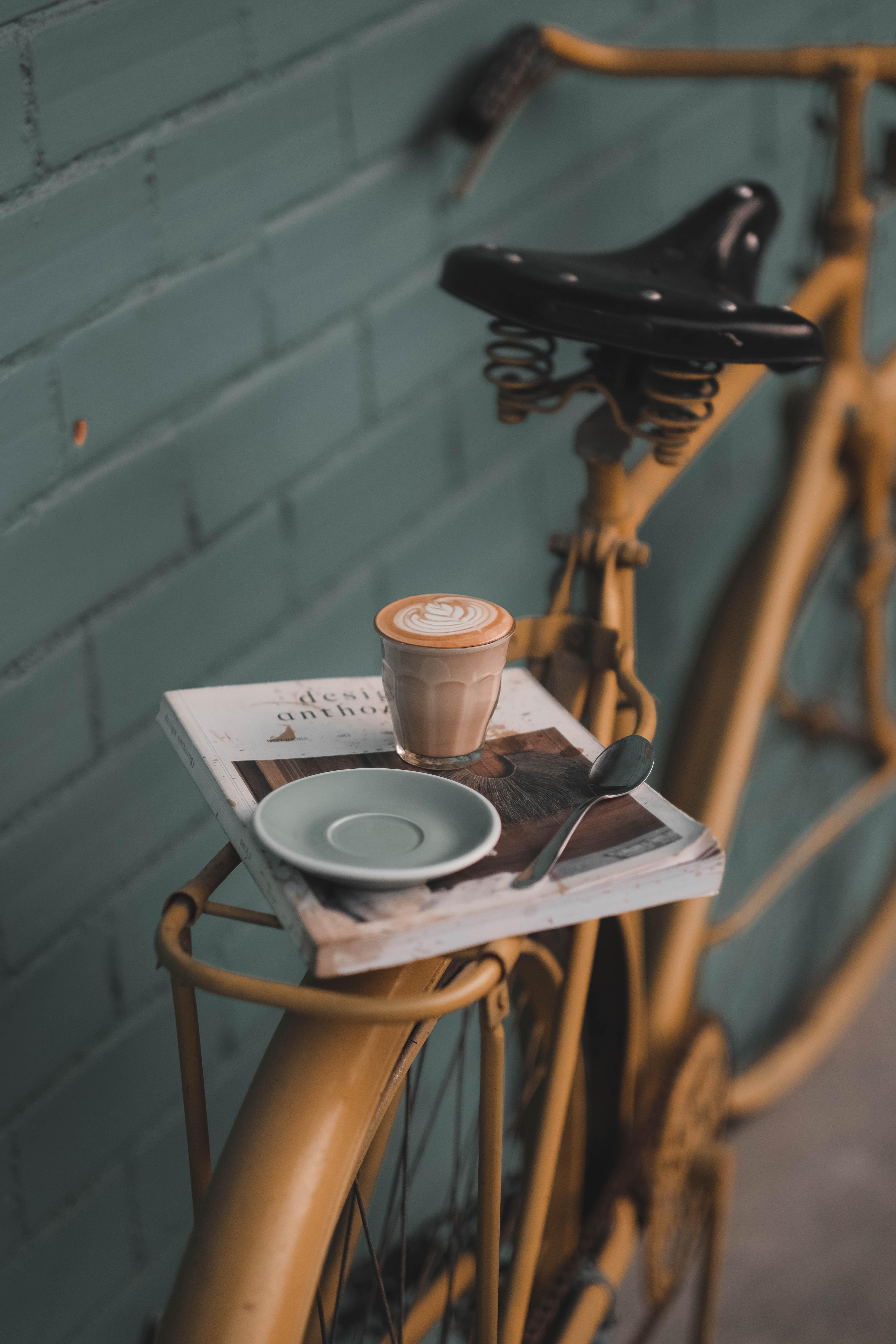 81774 Hintergrundbild herunterladen Getränke, Coffee, Verschiedenes, Sonstige, Glas, Fahrrad, Buch, Stimmung, Trinken - Bildschirmschoner und Bilder kostenlos