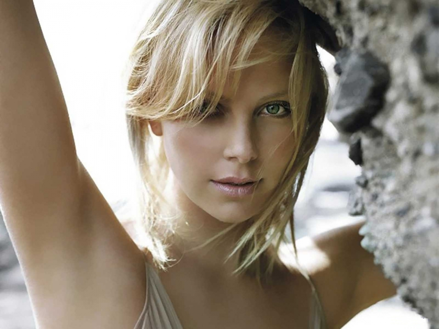 41392 download wallpaper Cinema, People, Girls, Charlize Theron screensavers and pictures for free