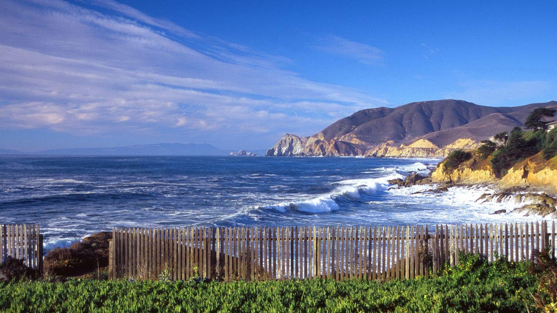 129805 descargar fondo de pantalla Naturaleza, Mar, Valla, Cerco, Montañas, Ondas: protectores de pantalla e imágenes gratis