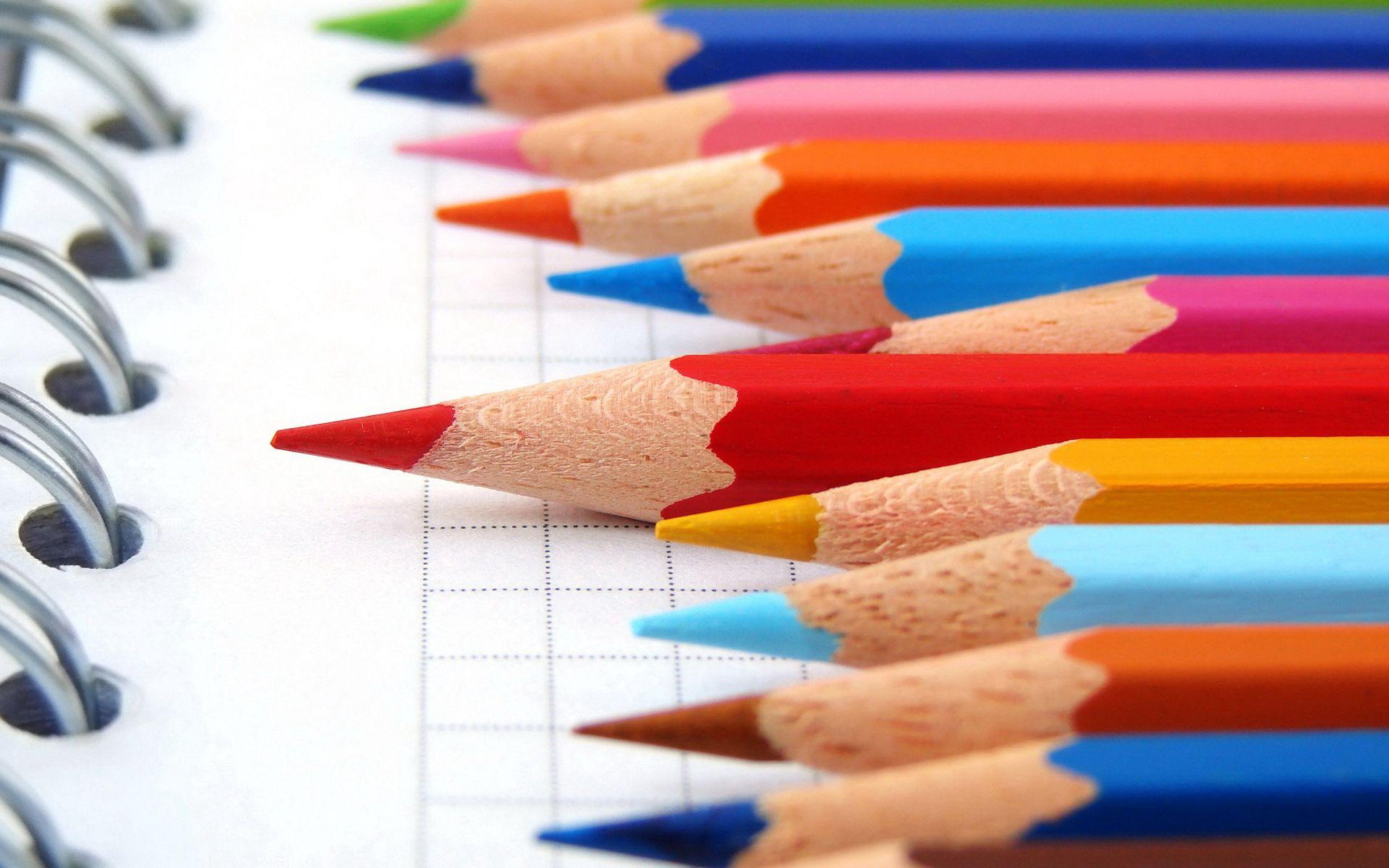 105440 скачать обои Макро, Карандаши, Разноцветный, Тетрадь - заставки и картинки бесплатно