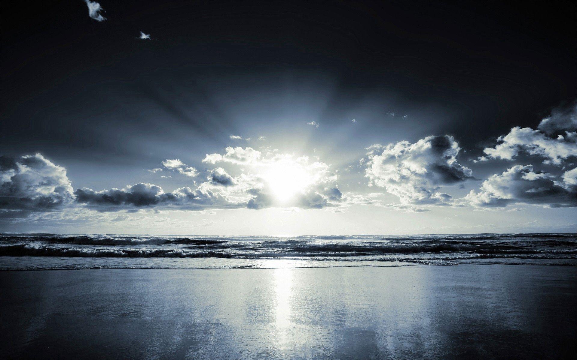 70187 baixar papel de parede Natureza, Costa, Banco, Praia, Nuvens, Feixes, Raios, Areia, Preto E Branco, Sol - protetores de tela e imagens gratuitamente