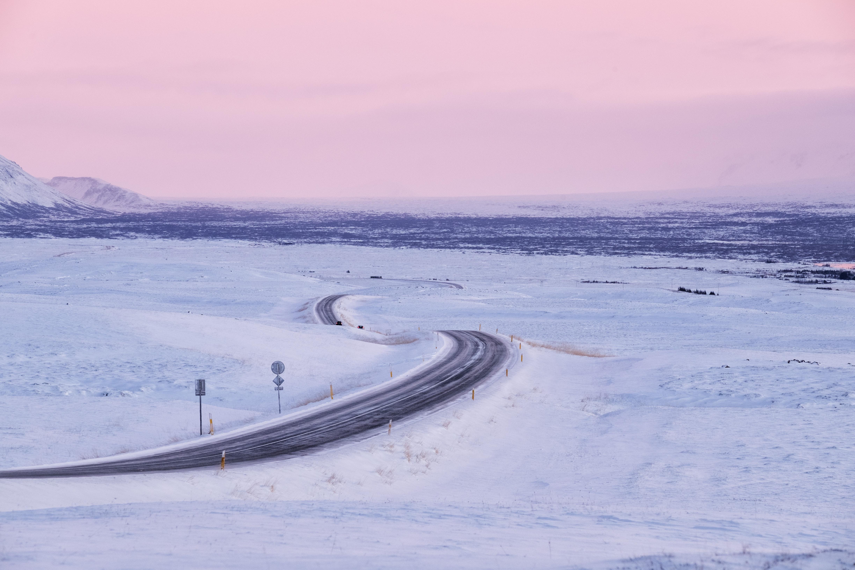 138221 Hintergrundbild 1024x600 kostenlos auf deinem Handy, lade Bilder Landschaft, Winterreifen, Natur, Schnee, Straße, Schneebedeckt, Snowbound 1024x600 auf dein Handy herunter