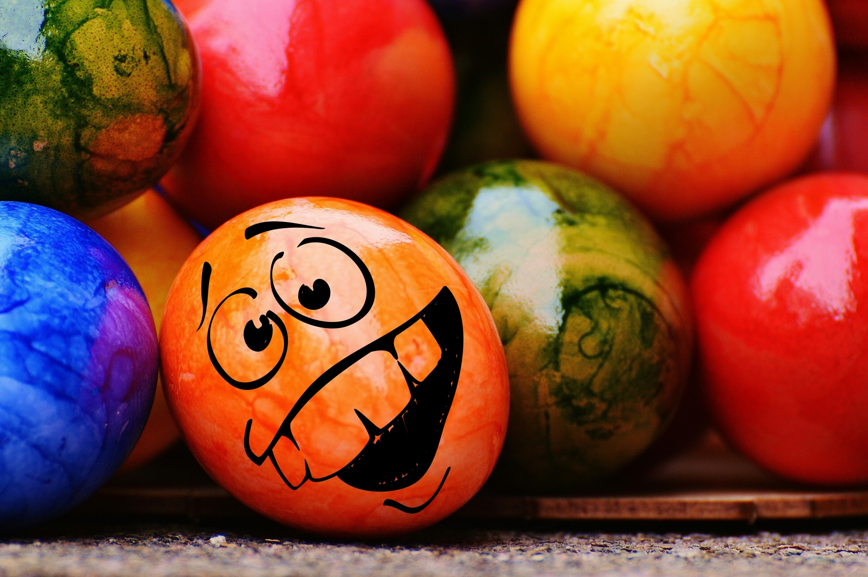 62000 Screensavers and Wallpapers Emoticon for phone. Download Holidays, Easter, Emoticon, Smiley, Painted, Easter Eggs pictures for free