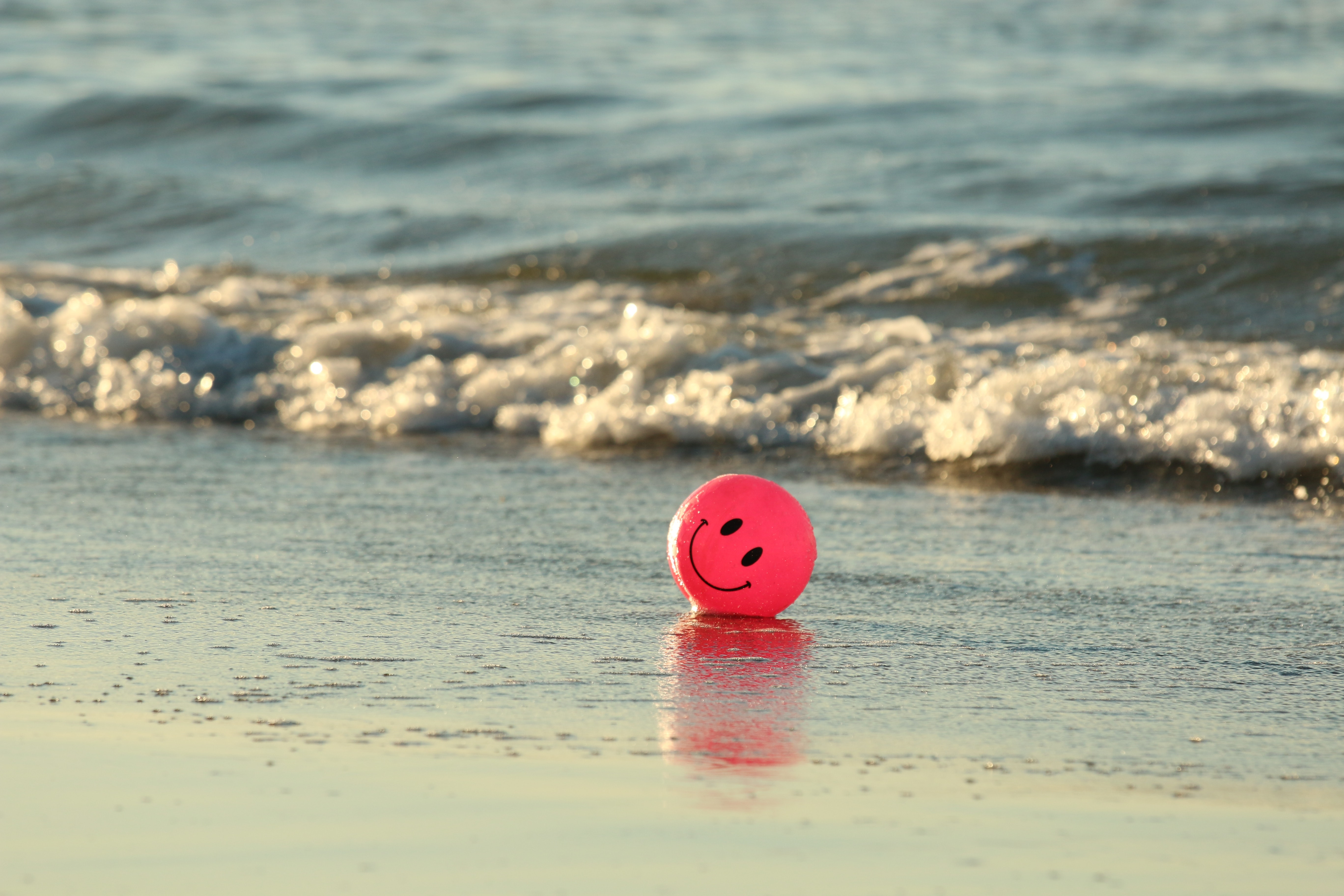 96900 Screensavers and Wallpapers Emoticon for phone. Download Water, Sea, Miscellanea, Miscellaneous, Balloon, Smile, Surf, Emoticon, Smiley pictures for free