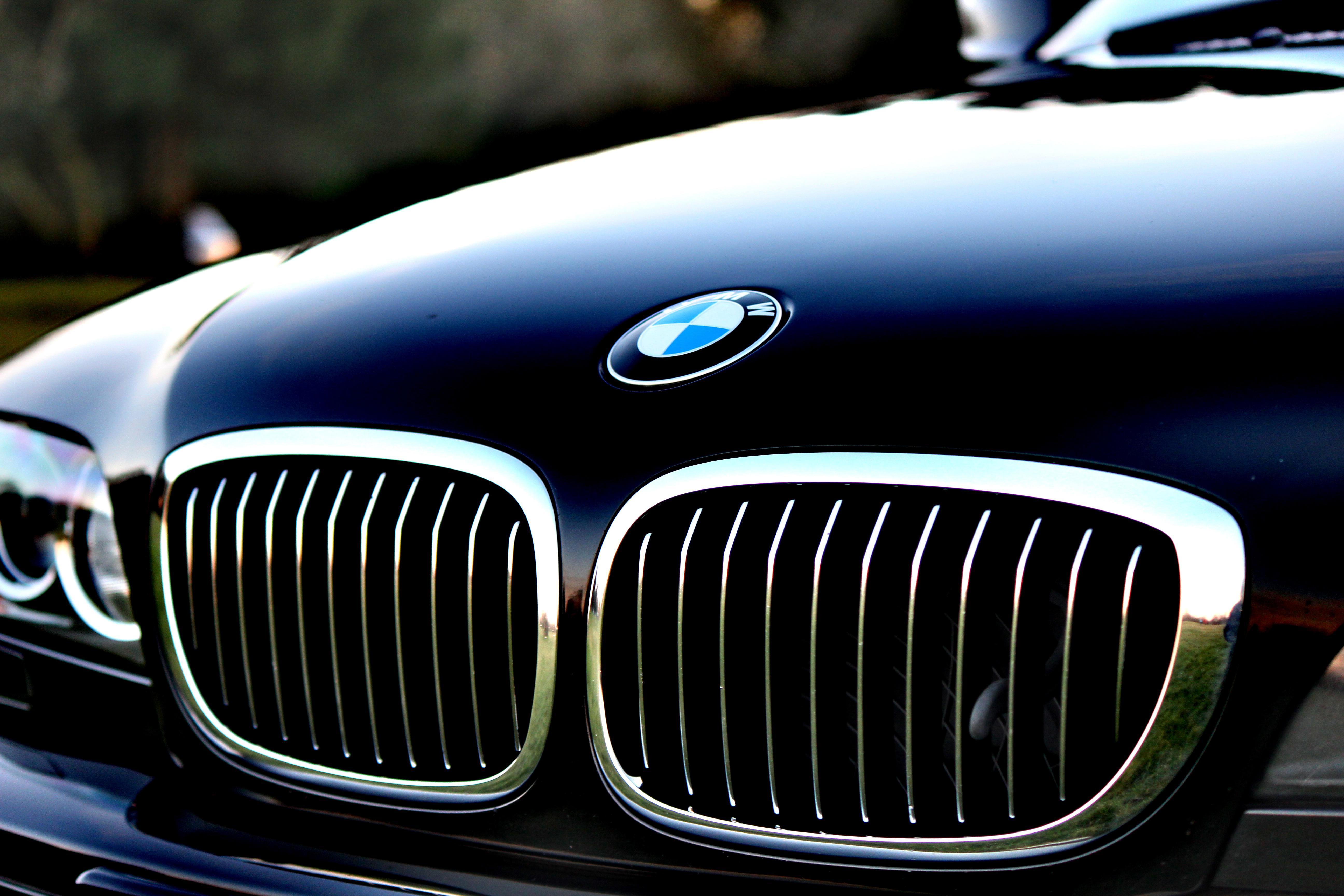 119336 скачать обои Тачки (Cars), Бмв (Bmw), Капот, Логотип - заставки и картинки бесплатно