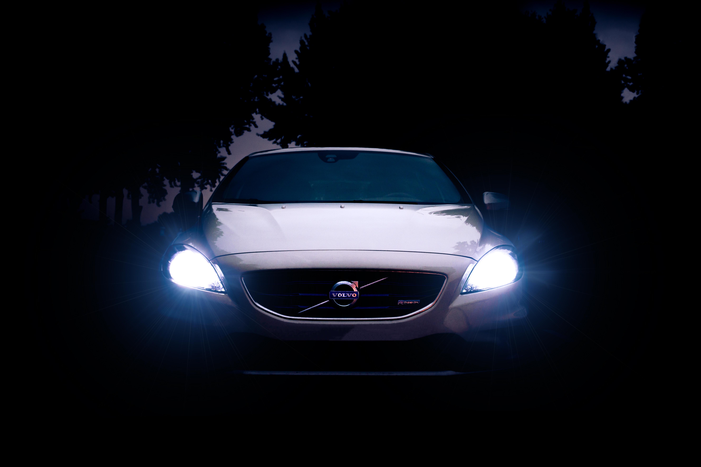 90267 скачать обои Ночь, Вольво (Volvo), Тачки (Cars), Свет, Вид Спереди, Фары, Volvo V40 - заставки и картинки бесплатно