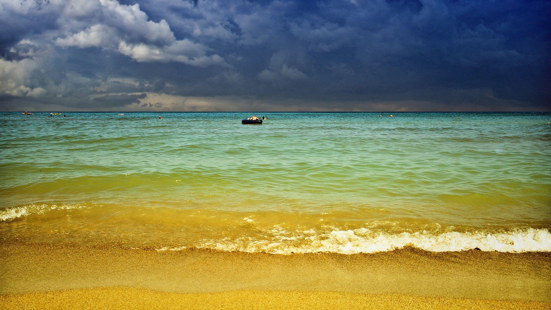 80887 скачать обои Природа, Песок, Море, Берег, Пляж, Курорт, Тучи, Небо, Горизонт, Люди - заставки и картинки бесплатно