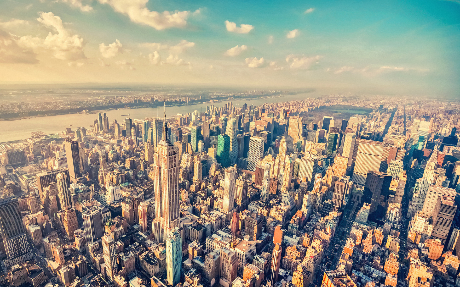 Скачать картинку Пейзаж, Города, Небо, Облака в телефон бесплатно.