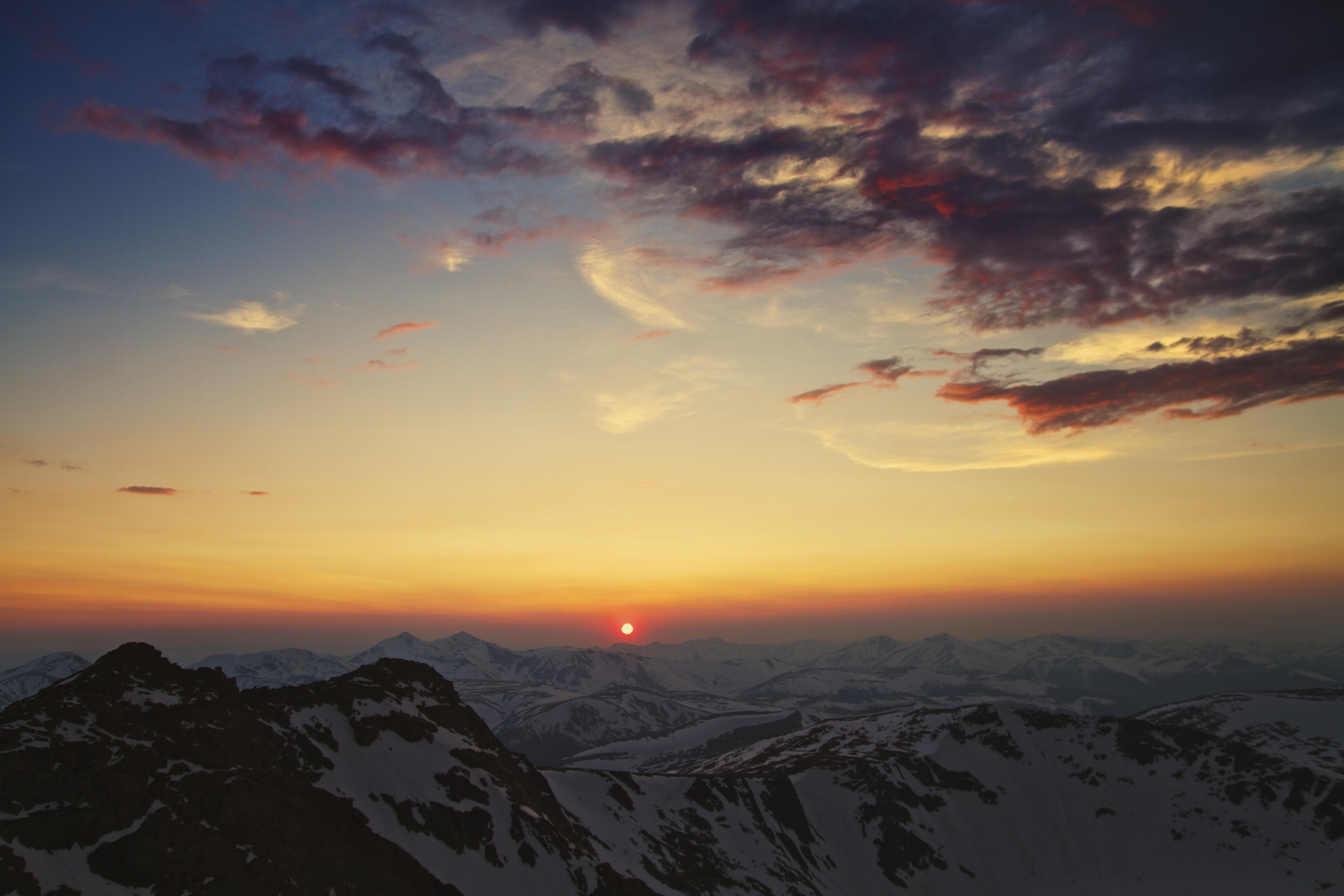 137178 Protetores de tela e papéis de parede Montanhas em seu telefone. Baixe Pôr Do Sol, Natureza, Céu, Montanhas, Sol, Nuvens, Cordilheira fotos gratuitamente