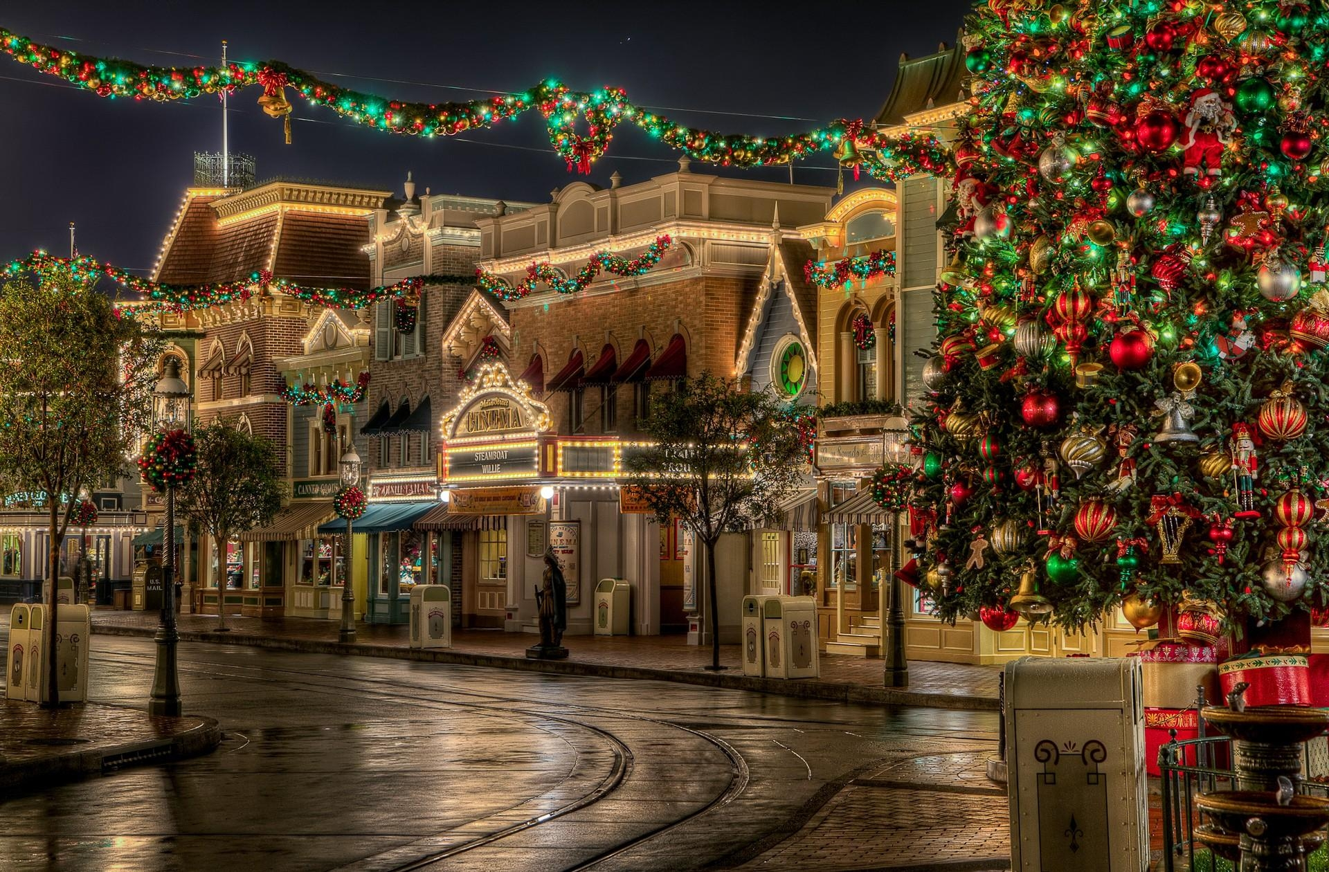 142967 download wallpaper Holidays, Lights, Christmas, Holiday, Beauty, Christmas Tree, Street, Presents, Gifts screensavers and pictures for free