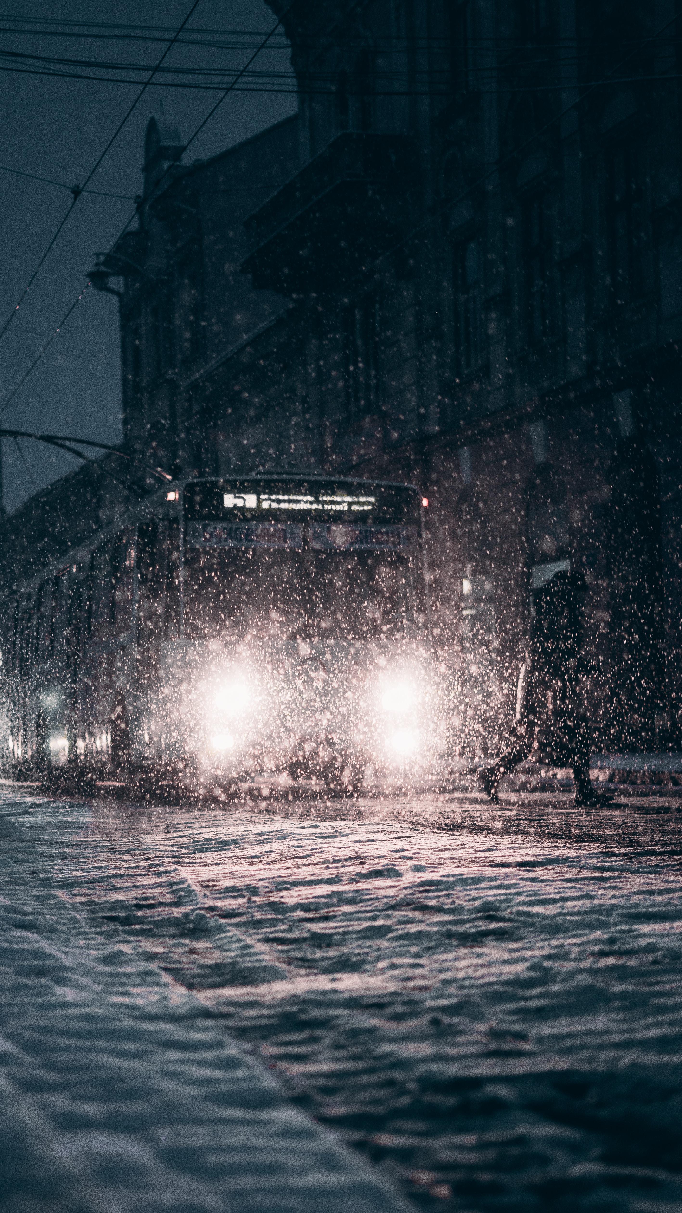 115039 Заставки и Обои Фары на телефон. Скачать Трамвай, Снег, Темные, Свет, Темный, Фары картинки бесплатно