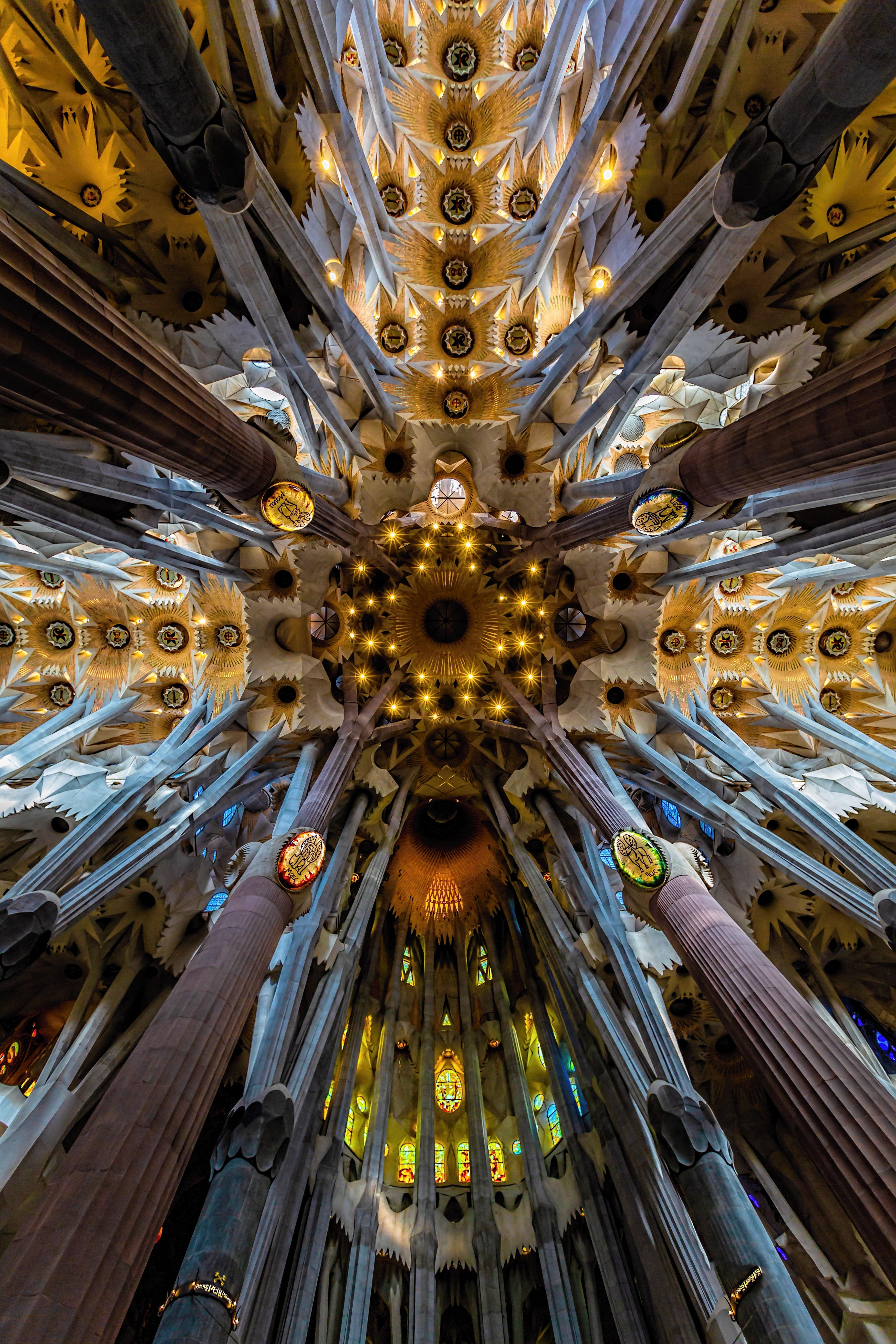 139411 baixar papel de parede Barcelona, Arquitetura, Interior, Miscelânea, Variado, Moderno, Coluna, Teto, Colunas, Sagrada Familia, Sagrada Família - protetores de tela e imagens gratuitamente