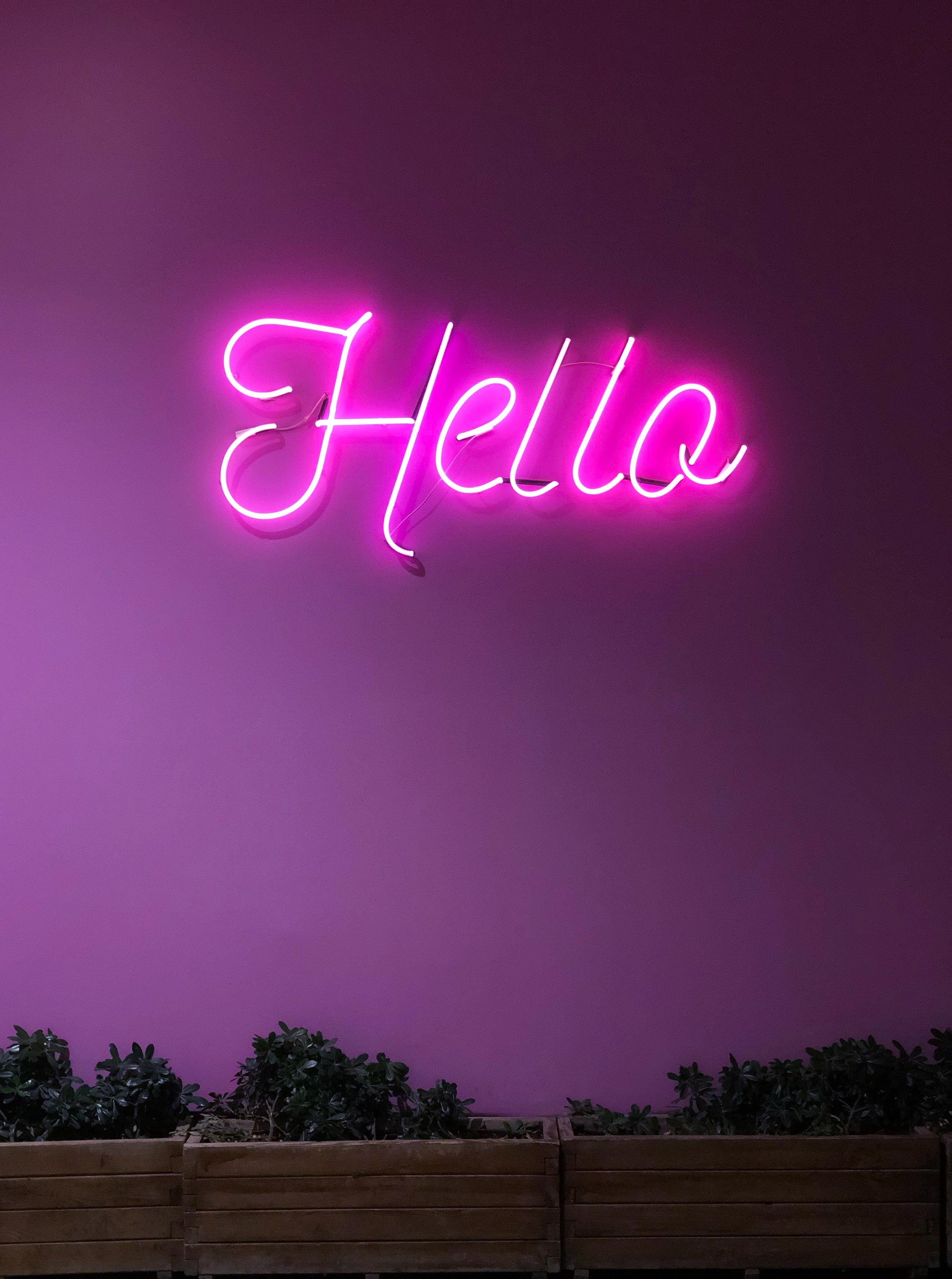 70954 Hintergrundbild herunterladen Zeichen, Die Wörter, Wörter, Scheinen, Licht, Schild, Neon, Inschrift, Elektrizität, Strom, Hallo - Bildschirmschoner und Bilder kostenlos