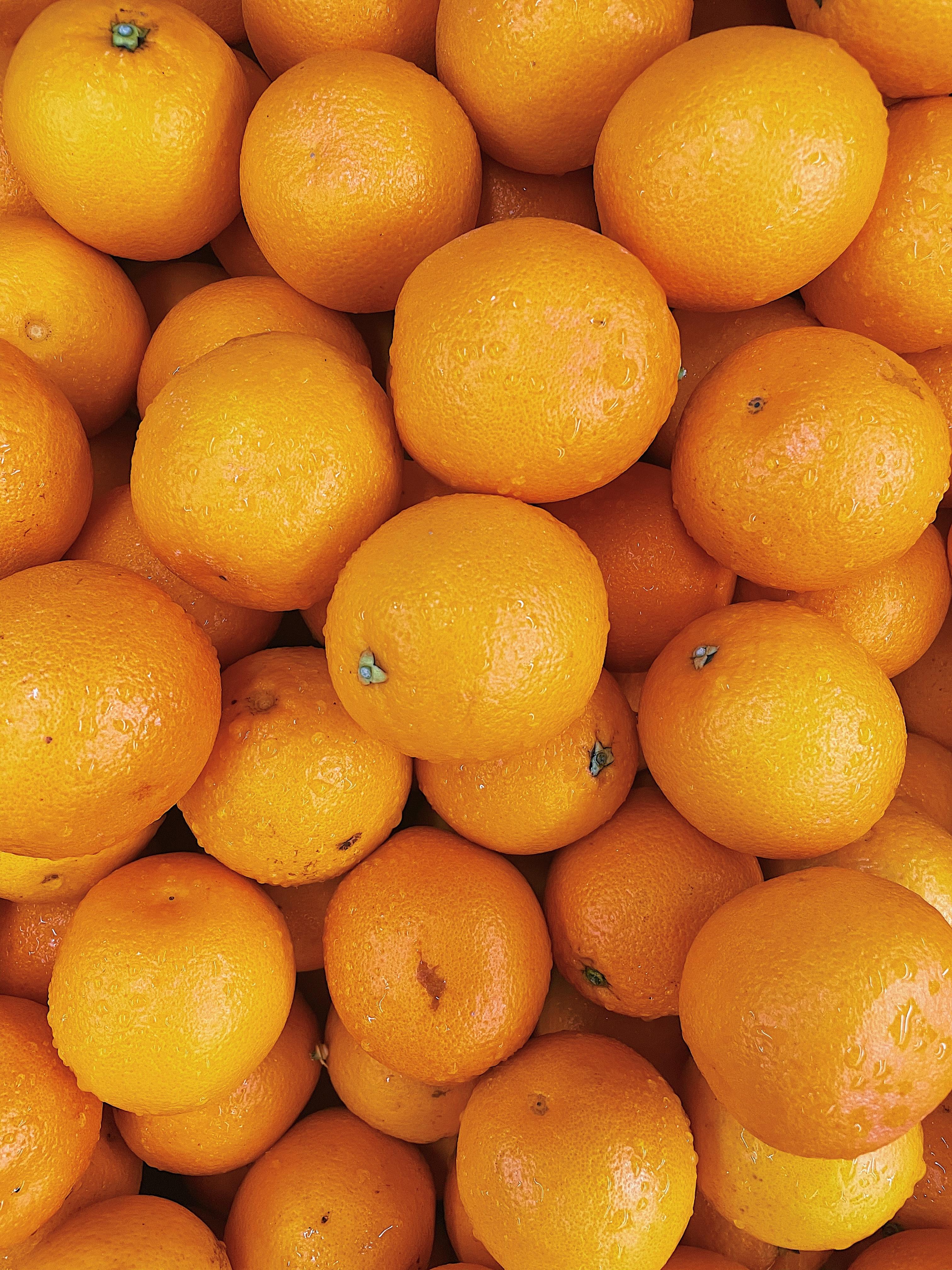 133514 завантажити Помаранчевий шпалери на телефон безкоштовно, Фрукти, Їжа, Апельсини, Мокрий, Цитрус, Цитрусові, Оранжевий Помаранчевий картинки і заставки на мобільний