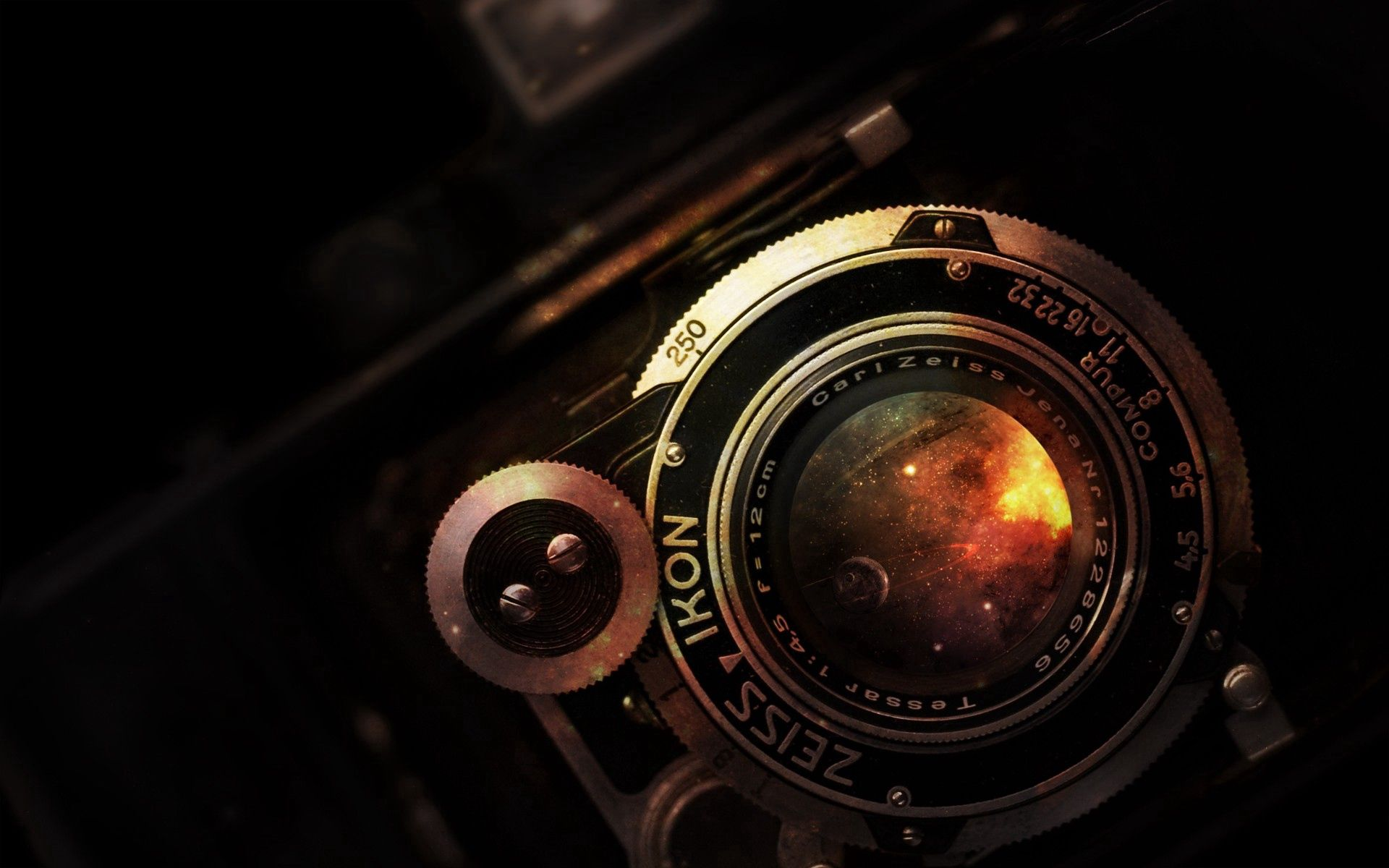 58861 download wallpaper Dark, Old, Lens, Camera, Ancient, Rarity, Nikon screensavers and pictures for free
