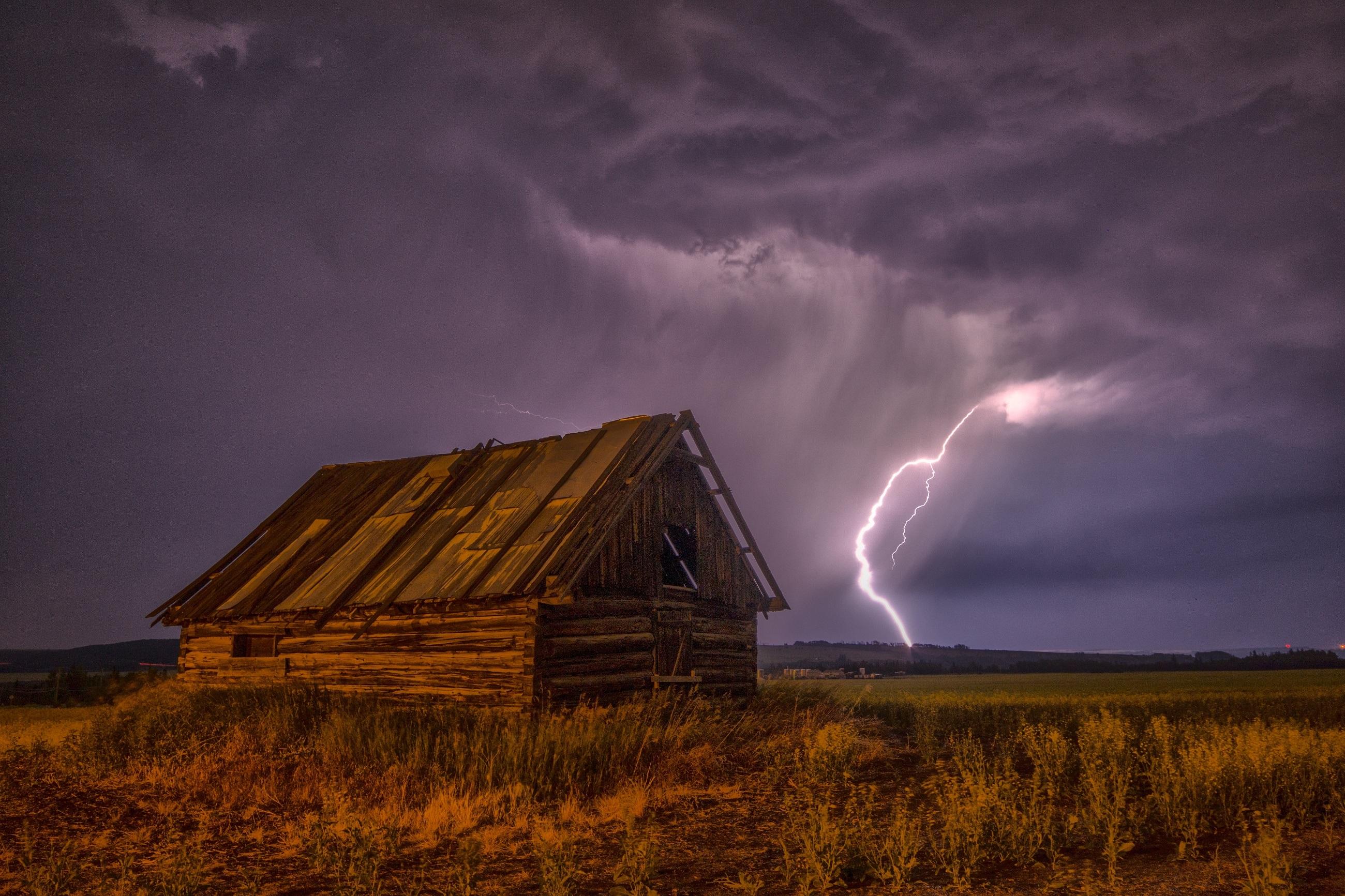 134351 Hintergrundbild herunterladen Natur, Sky, Clouds, Blitz, Scheune, Schuppen - Bildschirmschoner und Bilder kostenlos