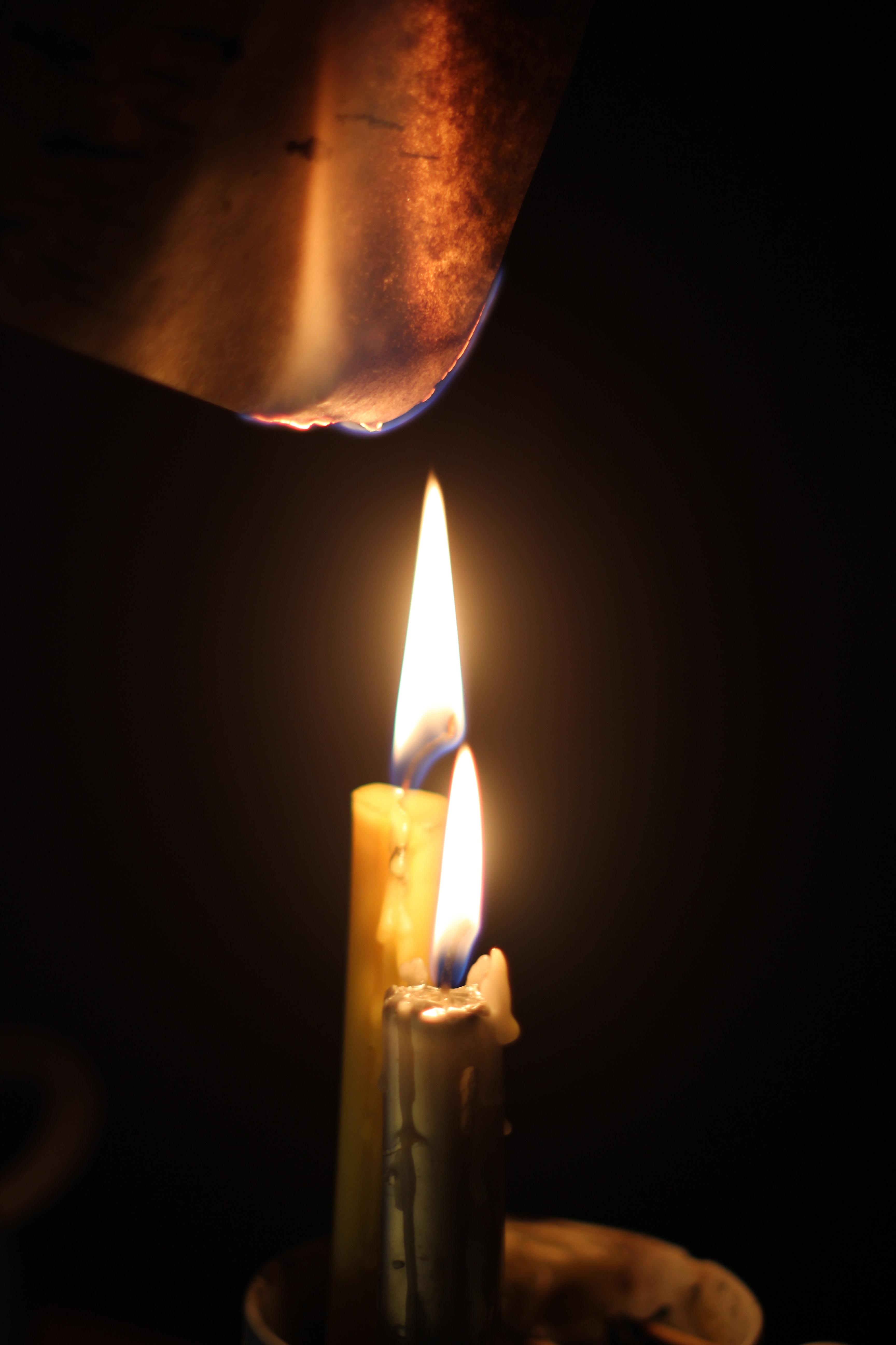 121606 Hintergrundbild herunterladen Kerzen, Feuer, Verschiedenes, Sonstige, Papier, Brennen - Bildschirmschoner und Bilder kostenlos