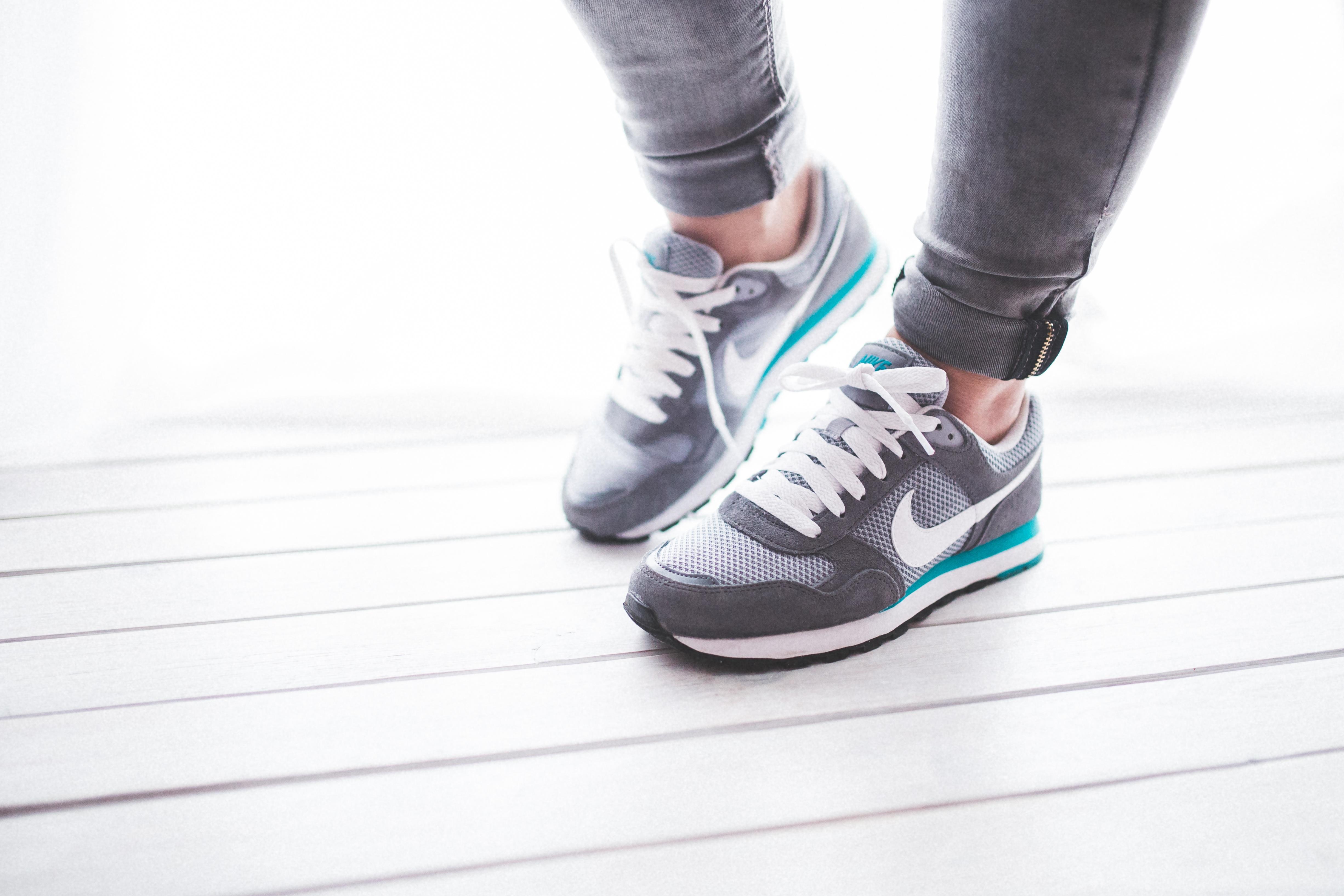 127392 скачать обои Спорт, Найк (Nike), Ноги, Кроссовки, Обувь - заставки и картинки бесплатно