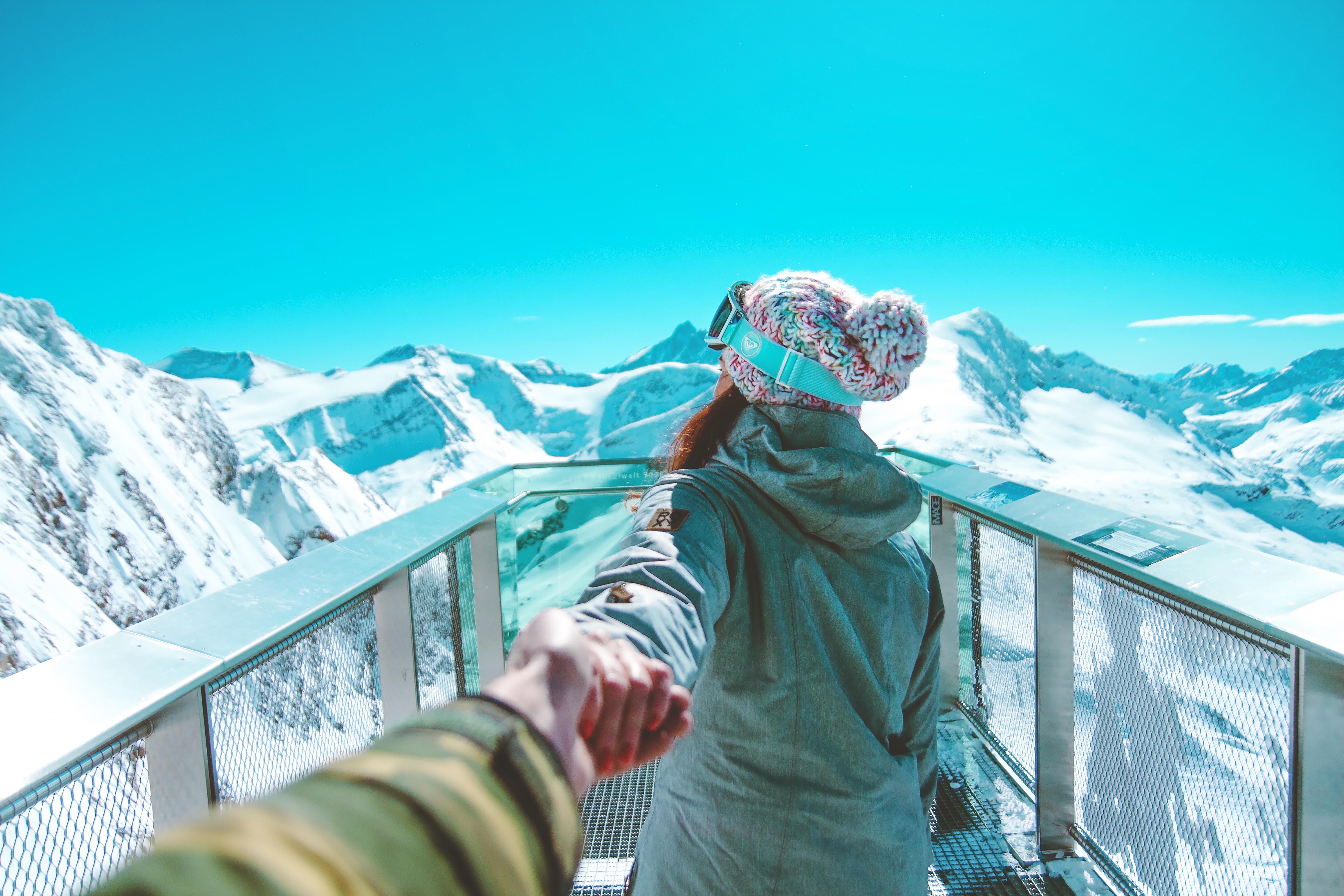 101301 Hintergrundbild 240x400 kostenlos auf deinem Handy, lade Bilder Sport, Mädchen, Mountains, Snowboarder, Sportlerin 240x400 auf dein Handy herunter