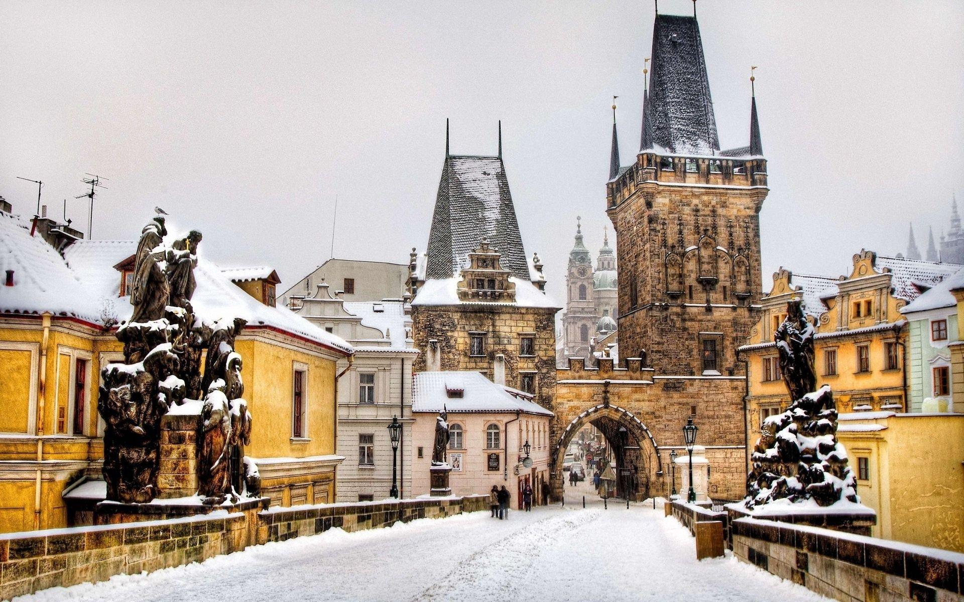67013 Hintergrundbild herunterladen Menschen, Städte, Winterreifen, Gebäude, Prag, Tschechien - Bildschirmschoner und Bilder kostenlos