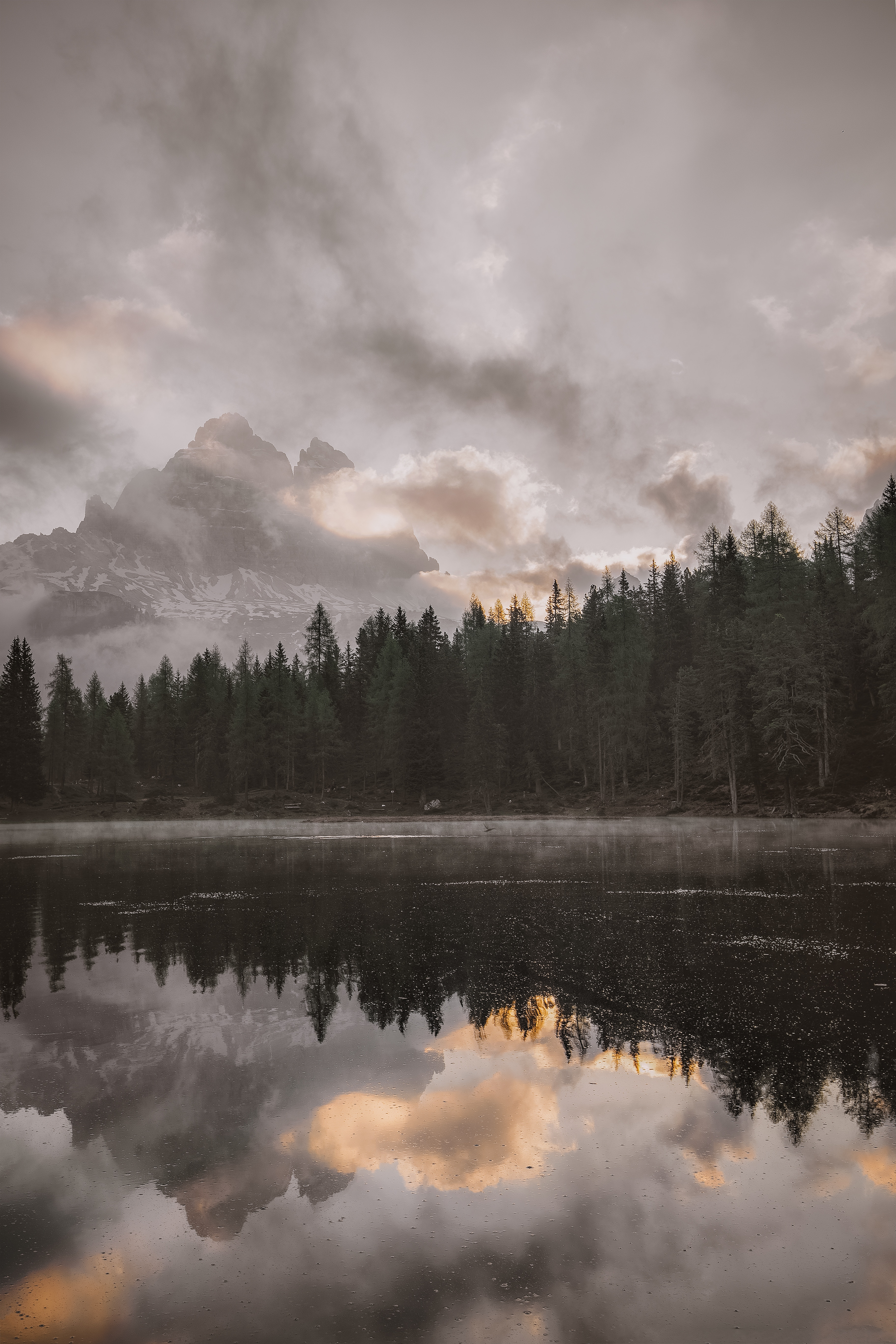 54389 скачать обои Природа, Лес, Озеро, Берег, Облака, Горы, Пейзаж - заставки и картинки бесплатно