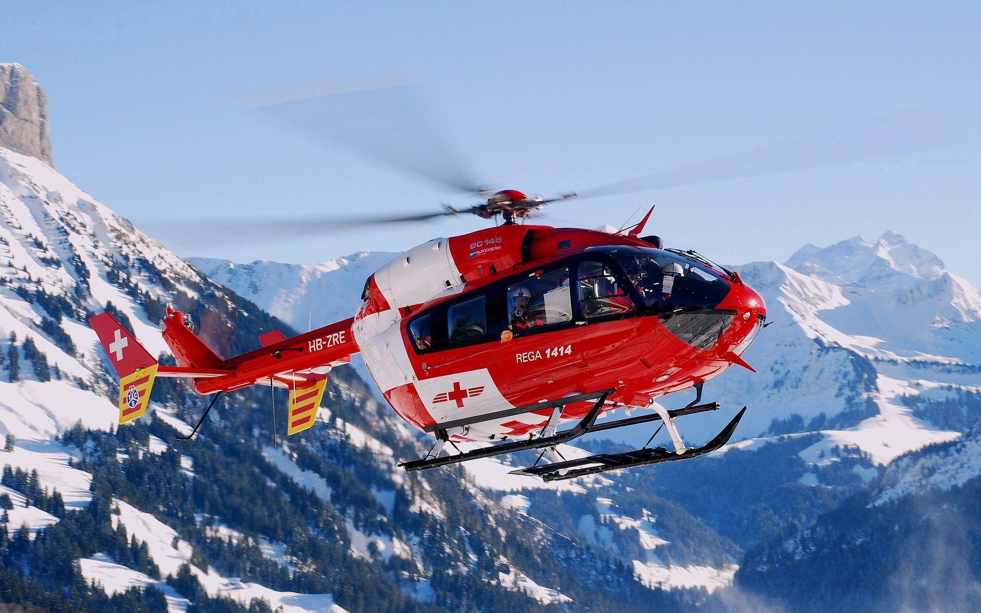 133699 Hintergrundbild herunterladen Sky, Mountains, Hubschrauber, Verschiedenes, Sonstige, Flug, Rettungshubschrauber - Bildschirmschoner und Bilder kostenlos
