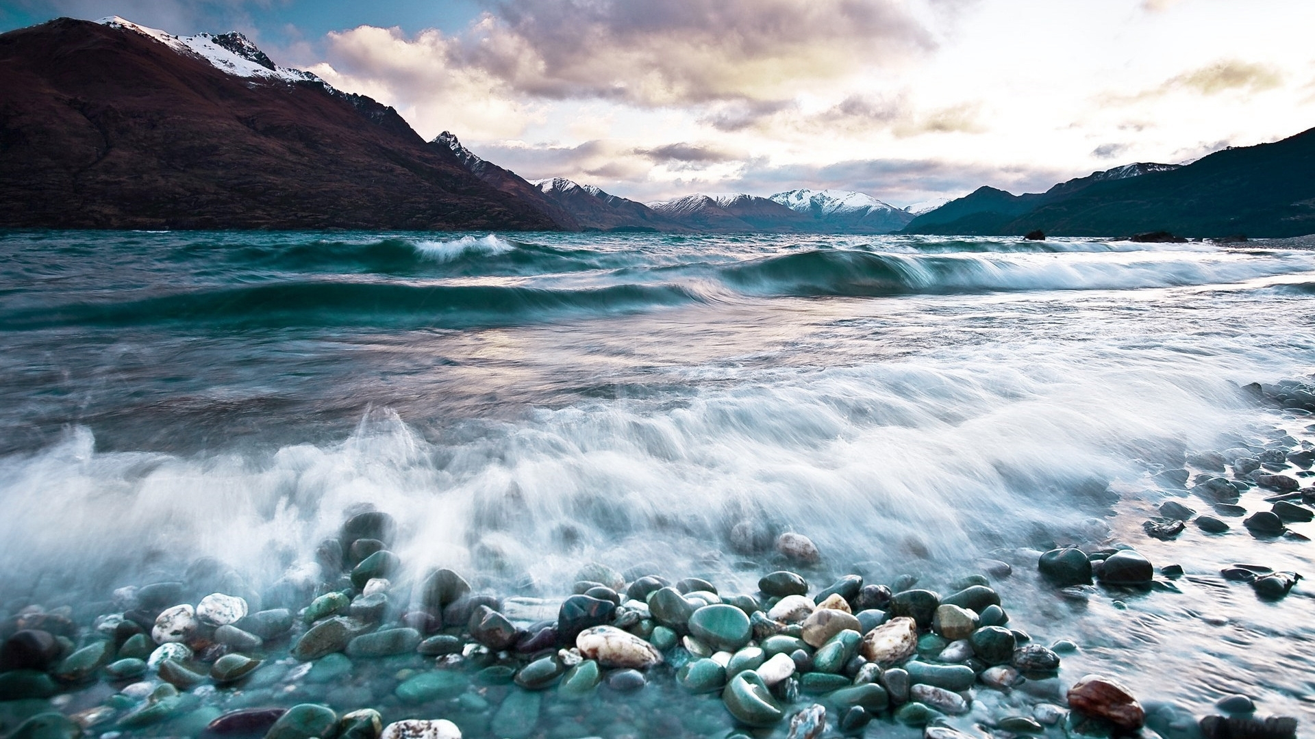 33641 download wallpaper Landscape, Mountains, Sea screensavers and pictures for free