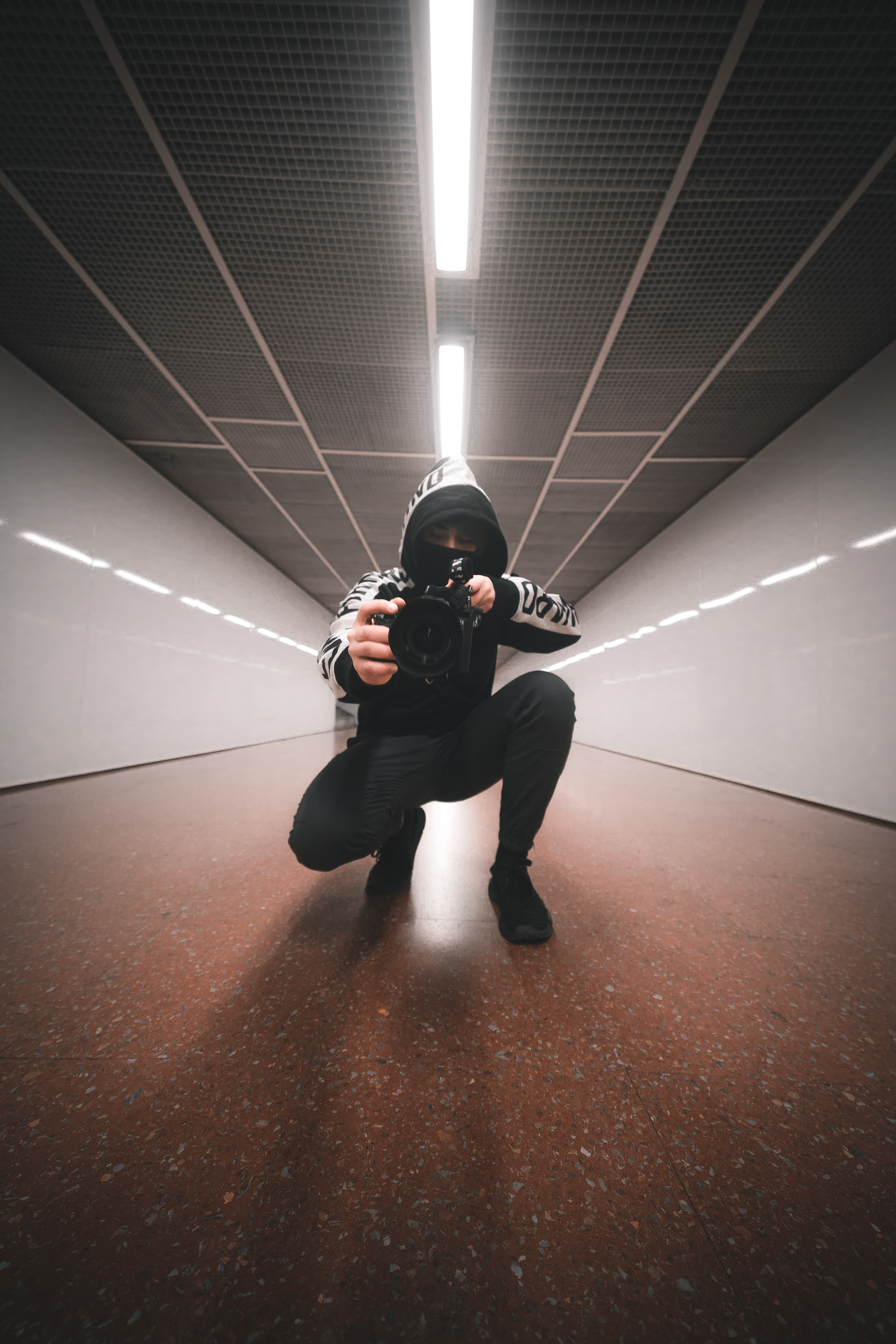 118515 Screensavers and Wallpapers Lens for phone. Download Miscellanea, Miscellaneous, Human, Person, Lens, Photographer, Camera, Tunnel, Hood pictures for free
