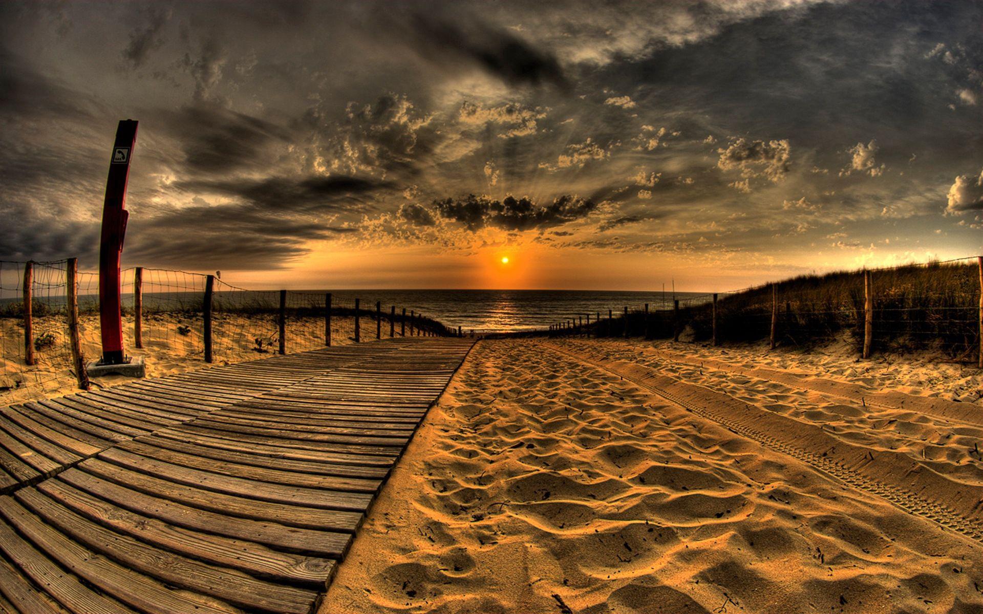151885 скачать обои Закат, Пляж, Природа, Облака, Песок, Небо, Солнце, Дорога, Забор, Вечер, Следы - заставки и картинки бесплатно